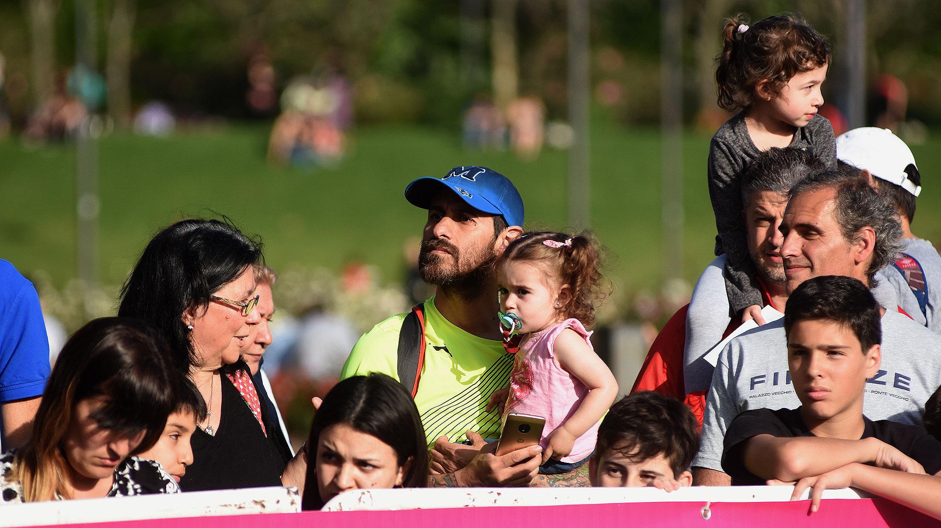 Los papás y los más chicos, vieron a sus mujeres y mamás correr