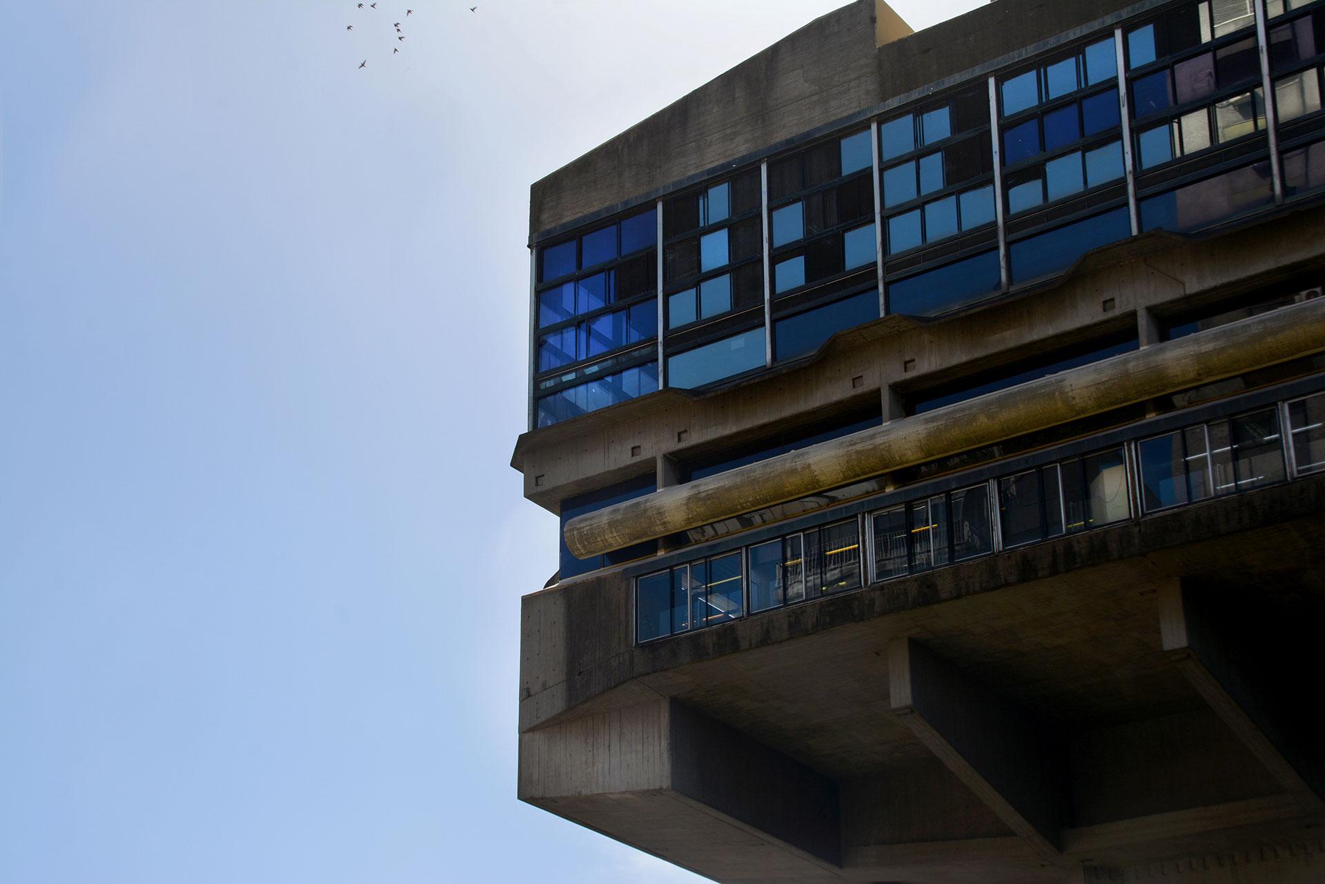 Fue proyectada por el prestigioso arquitecto Clorindo Testa