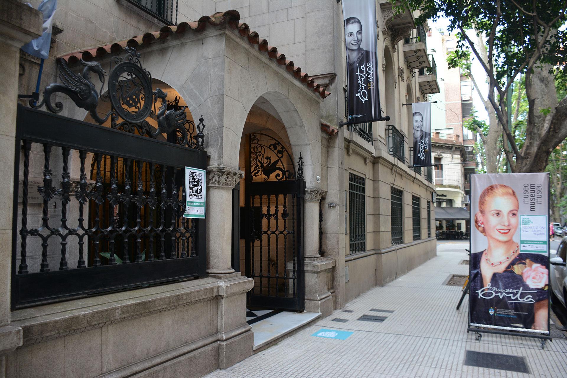 MUSEO EVITA. La casa que es sede del Instituto Nacional de Investigaciones Históricas Eva Perón-Museo Evita fue construida a principios del siglo XX para la familia Carabassa en la esquina de Lafinur y Juan María Gutiérrez