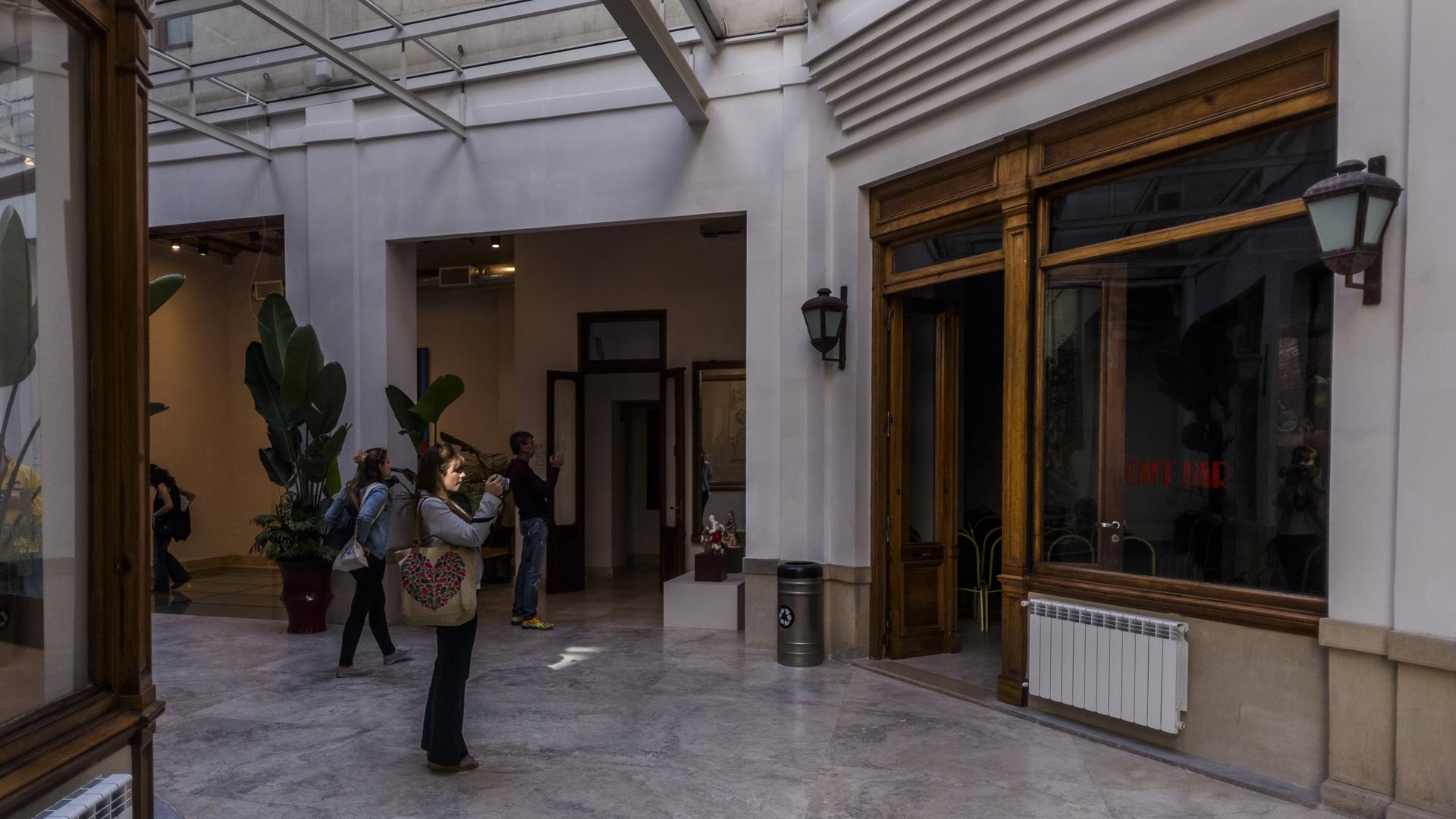 Ha sufrido numerosas alteraciones, como la demolición de uno de sus extremos y la renovación estilística a cargo del arquitecto Virasoro, seguido de un gran deterioro en la segunda mitad del siglo XX a causa de su abandono