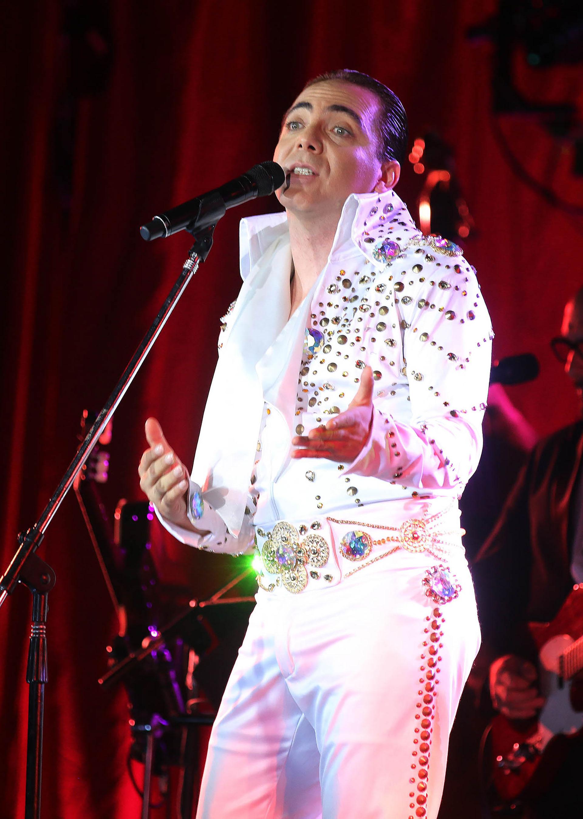 El cantante mexicano brindó un show en el Hotel Hilton en homenaje a Sandro (Verónica Guerman)