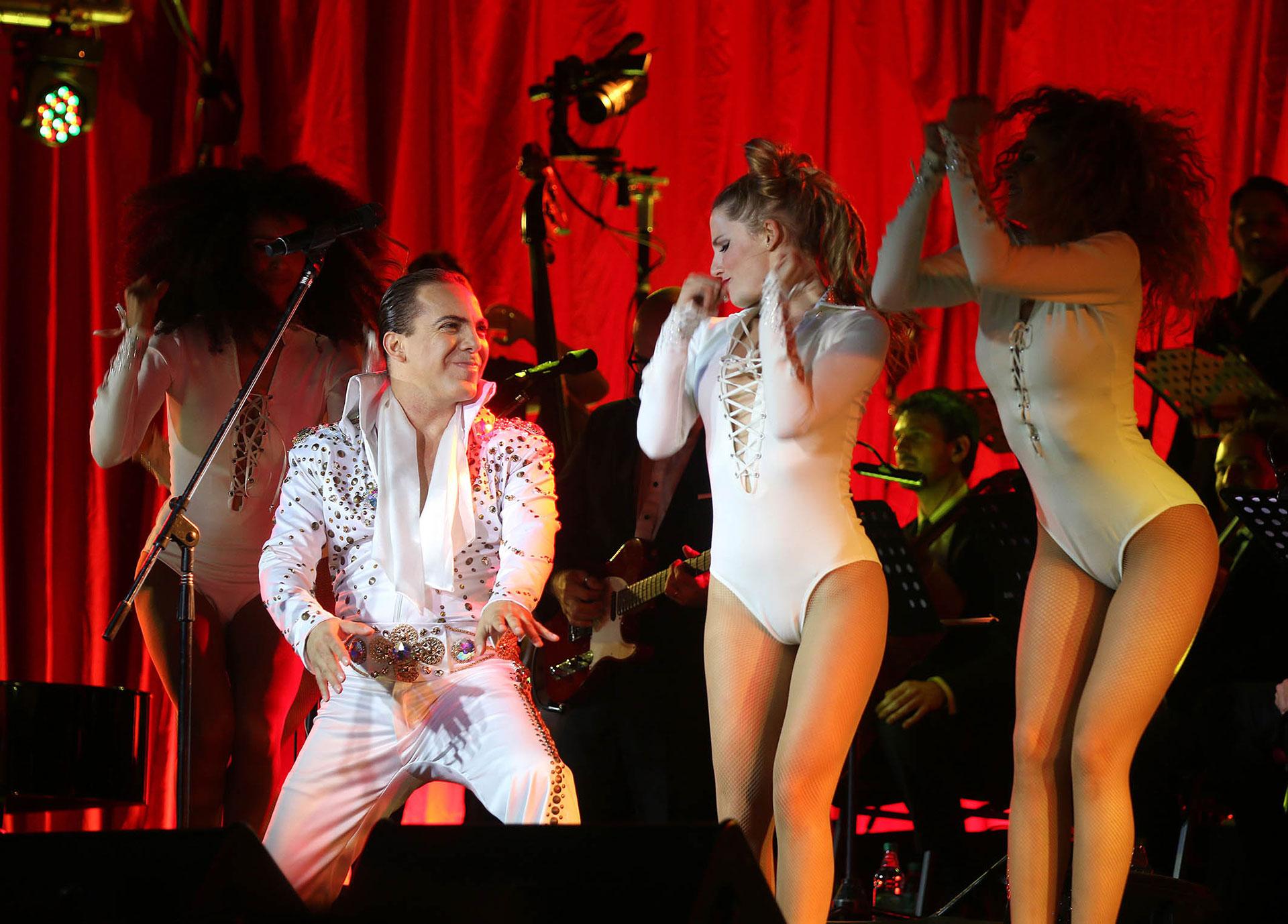"""Cristian Castro cantó varios temas del reconocido y popular cantante argentino en el espectáculo llamado """"Como lo hice yo, historia de un ídolo"""" (Verónica Guerman)"""