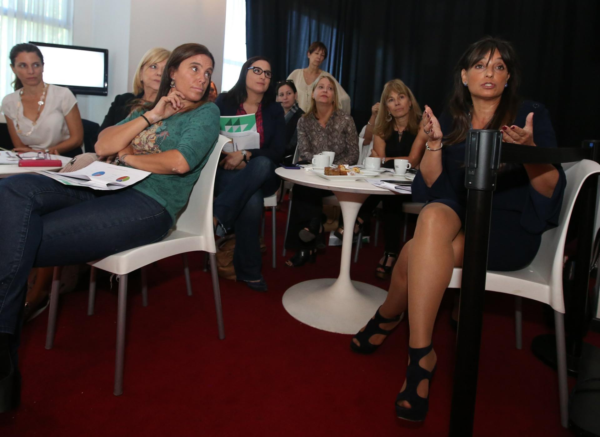 Todas las invitadas intercambiaron opiniones y analizaron el informe presentado por Eduardo Suárez Battán