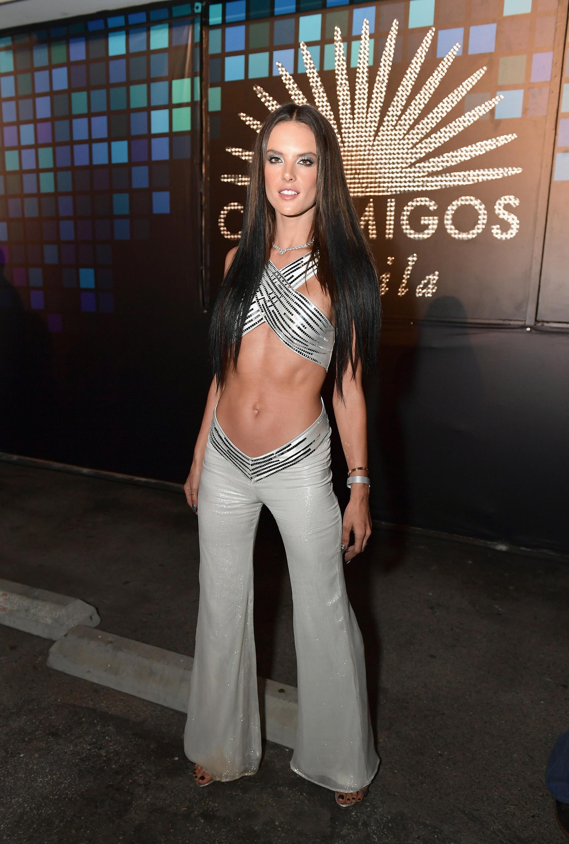 La top model y ángel de Victoria's Secret eligió representar a la cantante Cher (Photo by Neilson Barnard/Getty Images for Casamigos Tequila)
