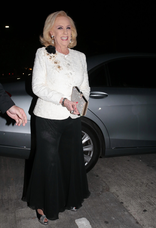 Fiel a su estilo, Chiquita optó por un look muy elegante para la fiesta