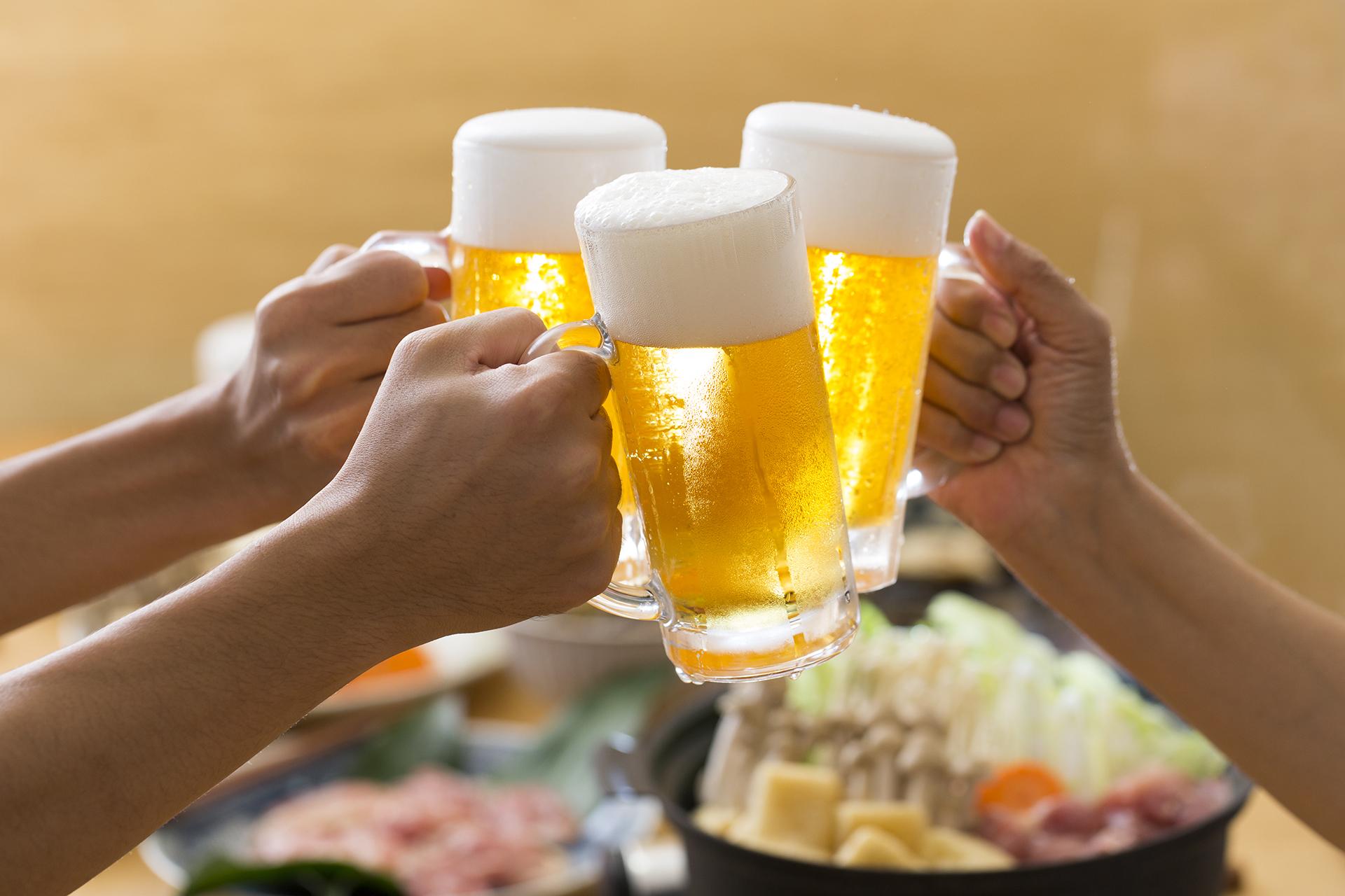 Algunos de los tipos de cervezas disponibles son las lupuladas, las especiadas, las florales, las cítricas (Getty)