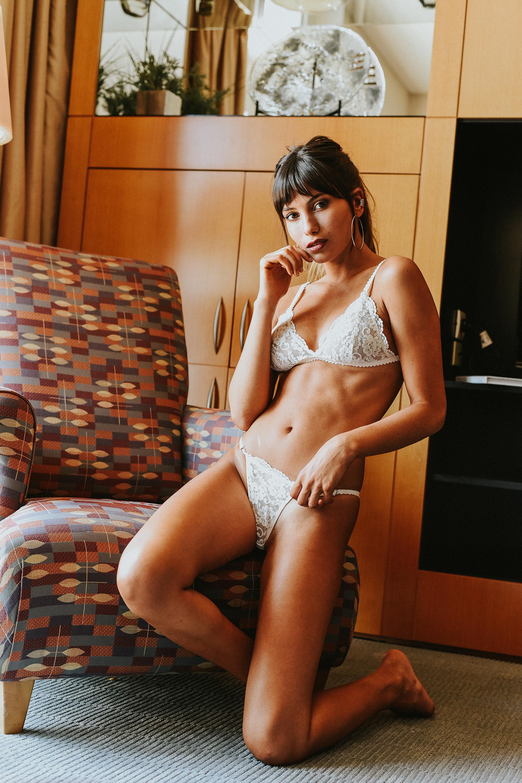 La bella y sexy bailarina posó en su producción de fotos más caliente