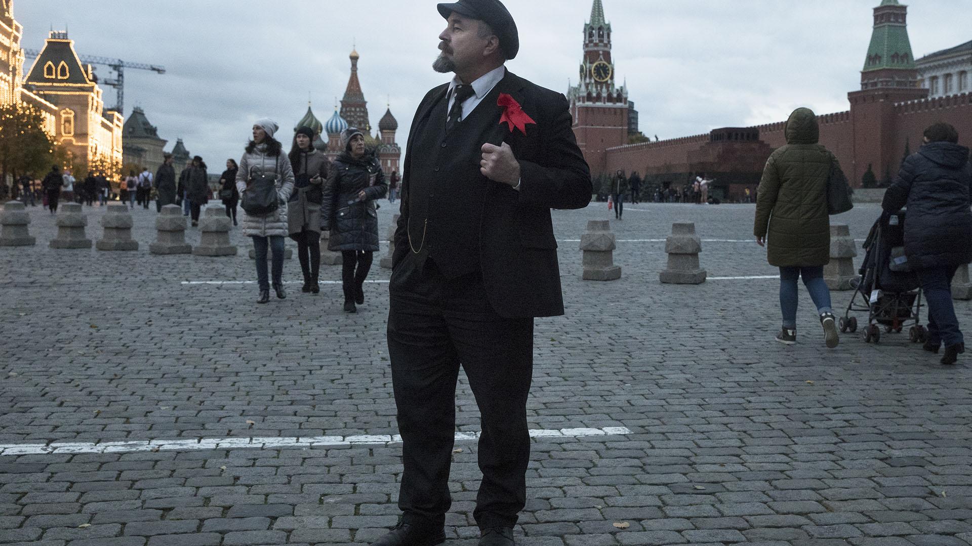Sergei Soloviev, trabaja de imitador de Vladimir Lenin (AP Photo/Pavel Golovkin)