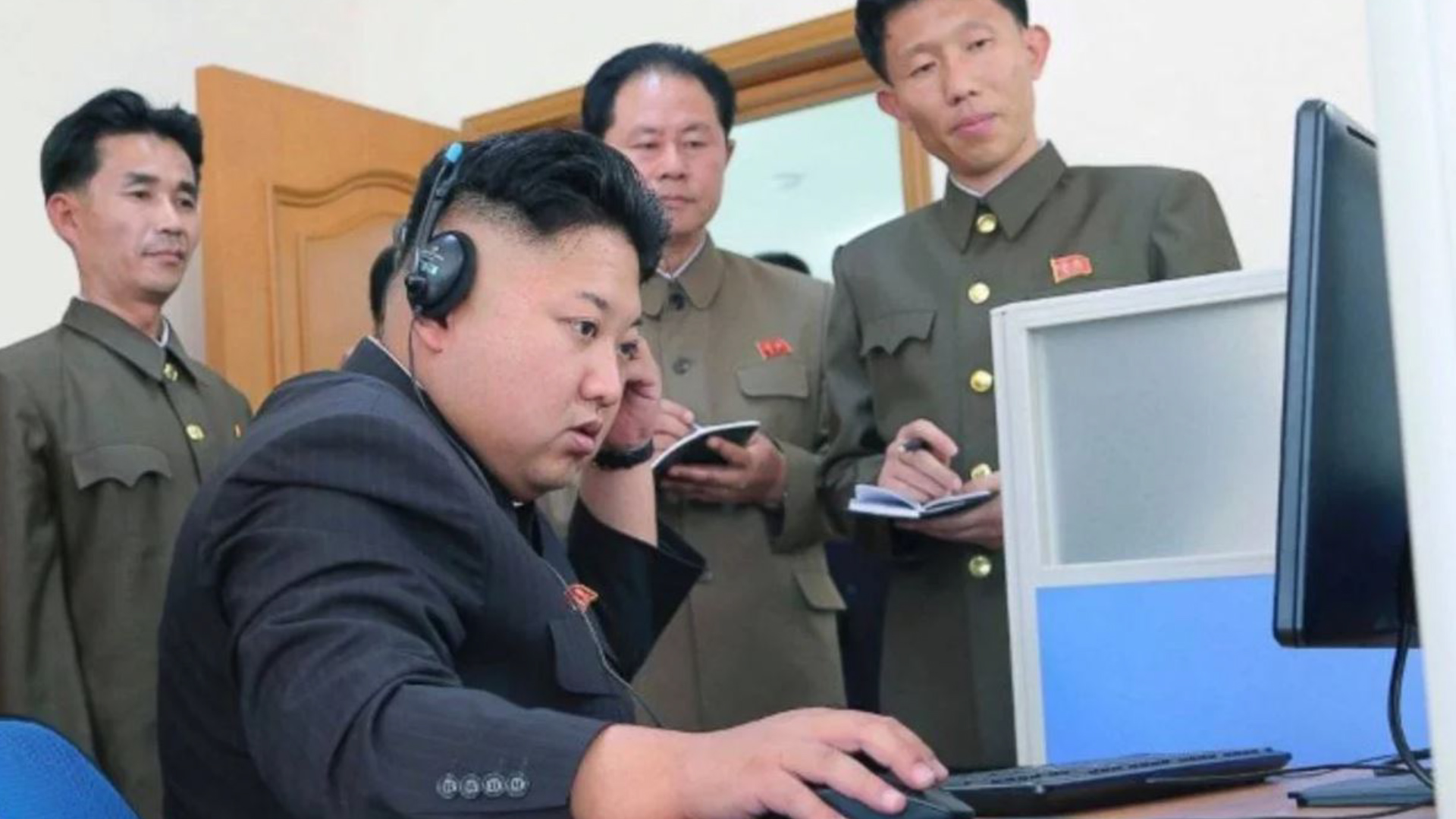 29/11/2017 El dictador norcoreano Kim Jong-un lanza su 23° misil de prueba del año, en una escalada de la tensión nuclear en el Pacífico.