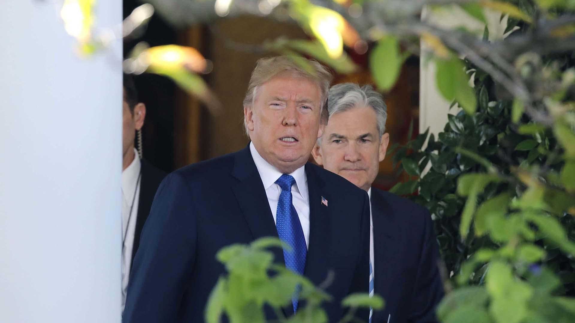 Jerome Powell y Donald Trump tras la nominación en noviembre pasado (REUTERS)