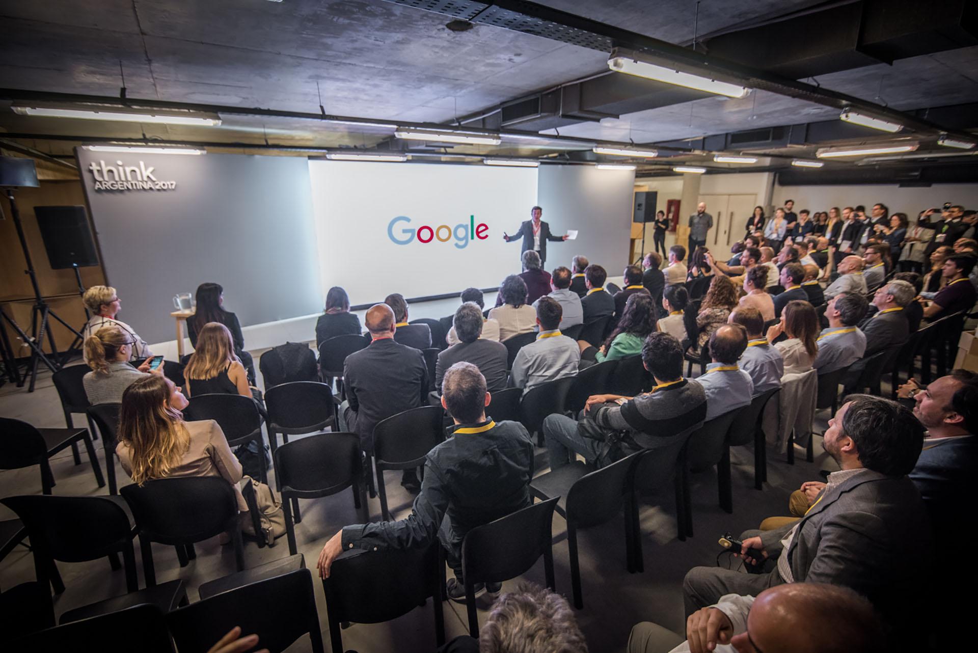 Durante el evento, del que participaron periodistas, funcionarios y miembros de la compañía, se compartieron las diferentes iniciativas que lleva adelante Google, como Garage Digital, una academia online con cursos gratuitos para aprender sobre marketing digital, redes sociales y audiencia.