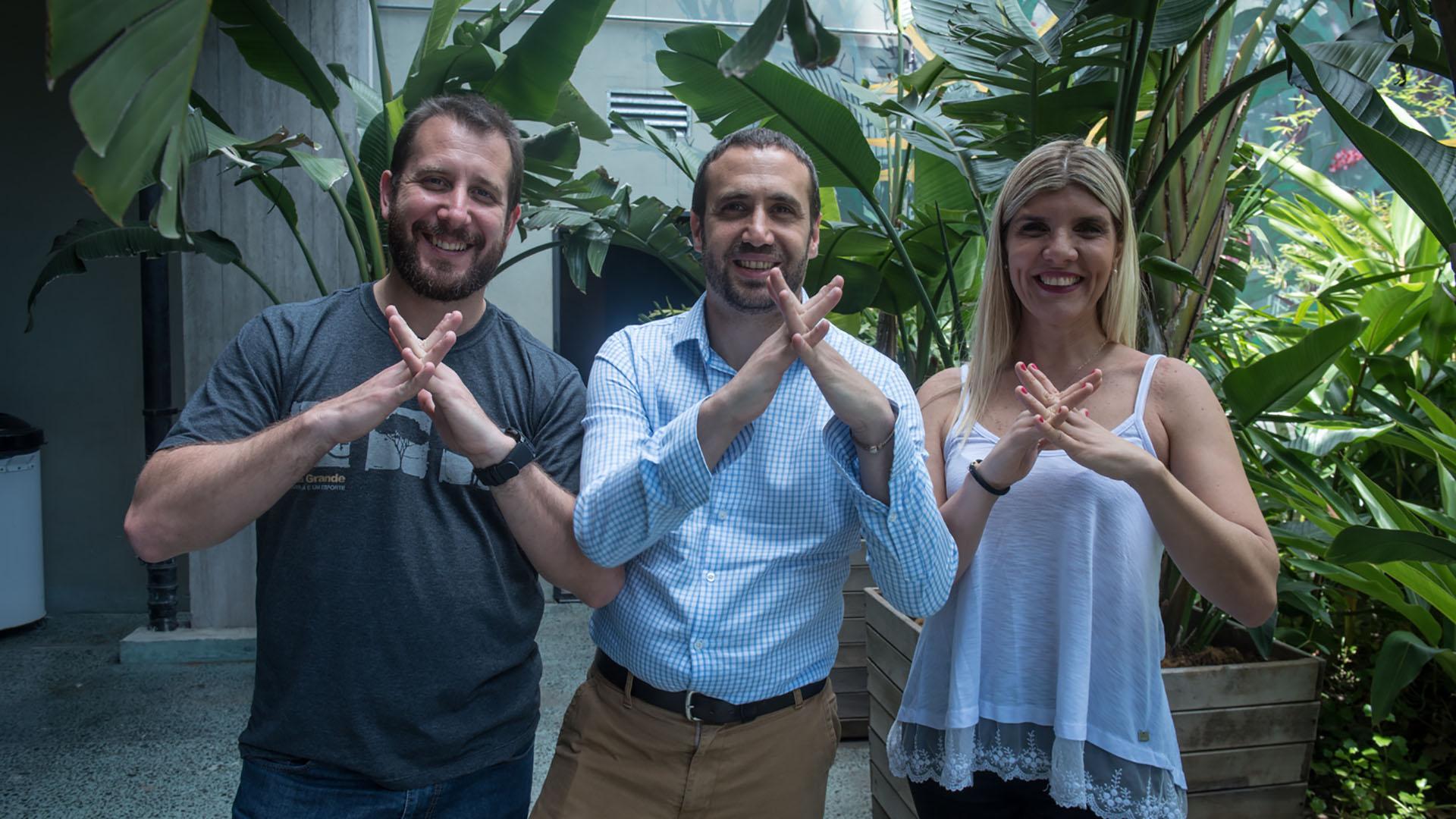 Agata Fornasa, Martín Krzyszkowski y Daniel Cardaci son los creadores de Signalo, una plataforma para traducir lenguaje de señas que fue ganadora del desafío Google.org.