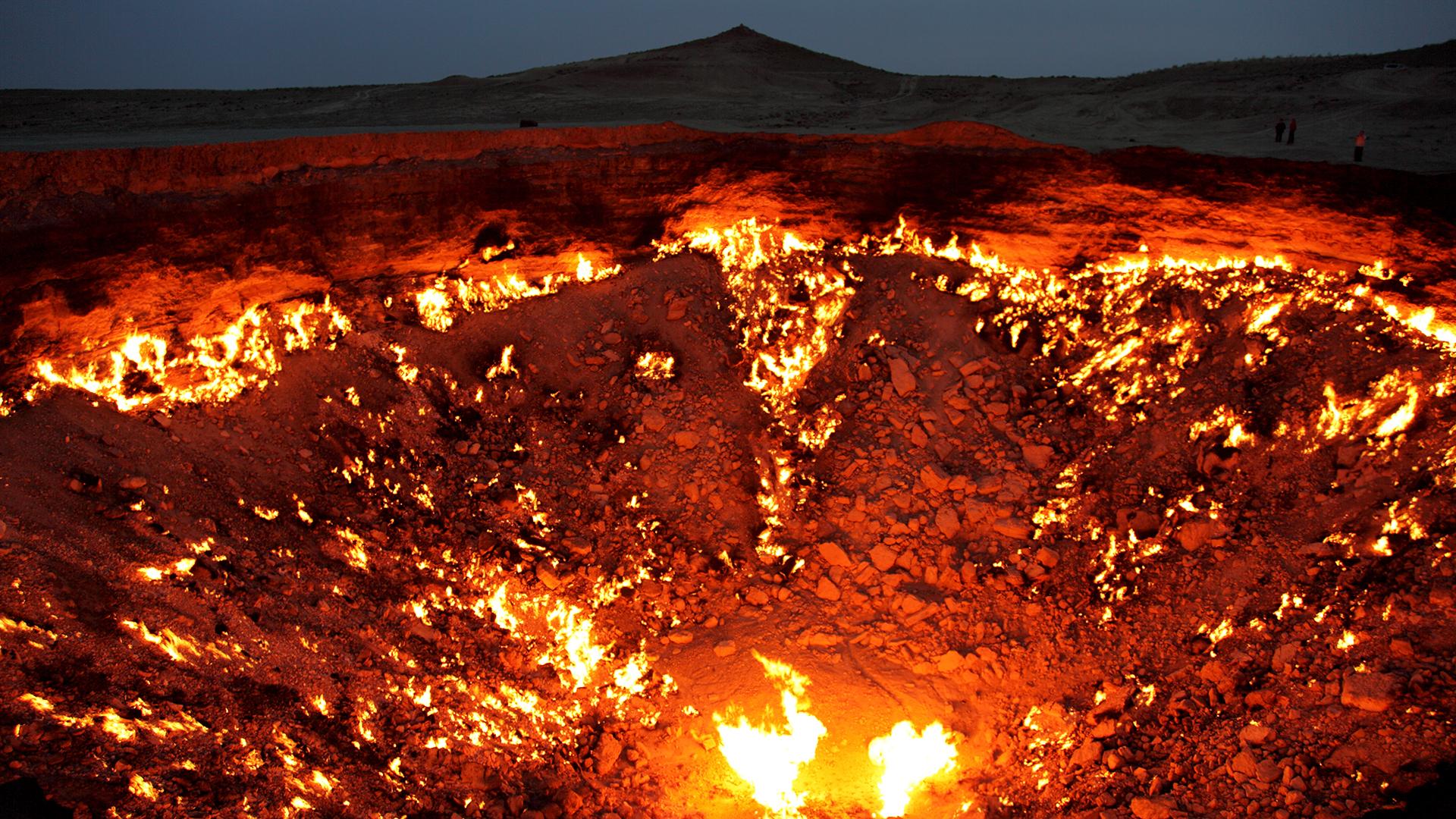 El pozo de Darvaza es un cráter ardiente de 60 m de diámetro.