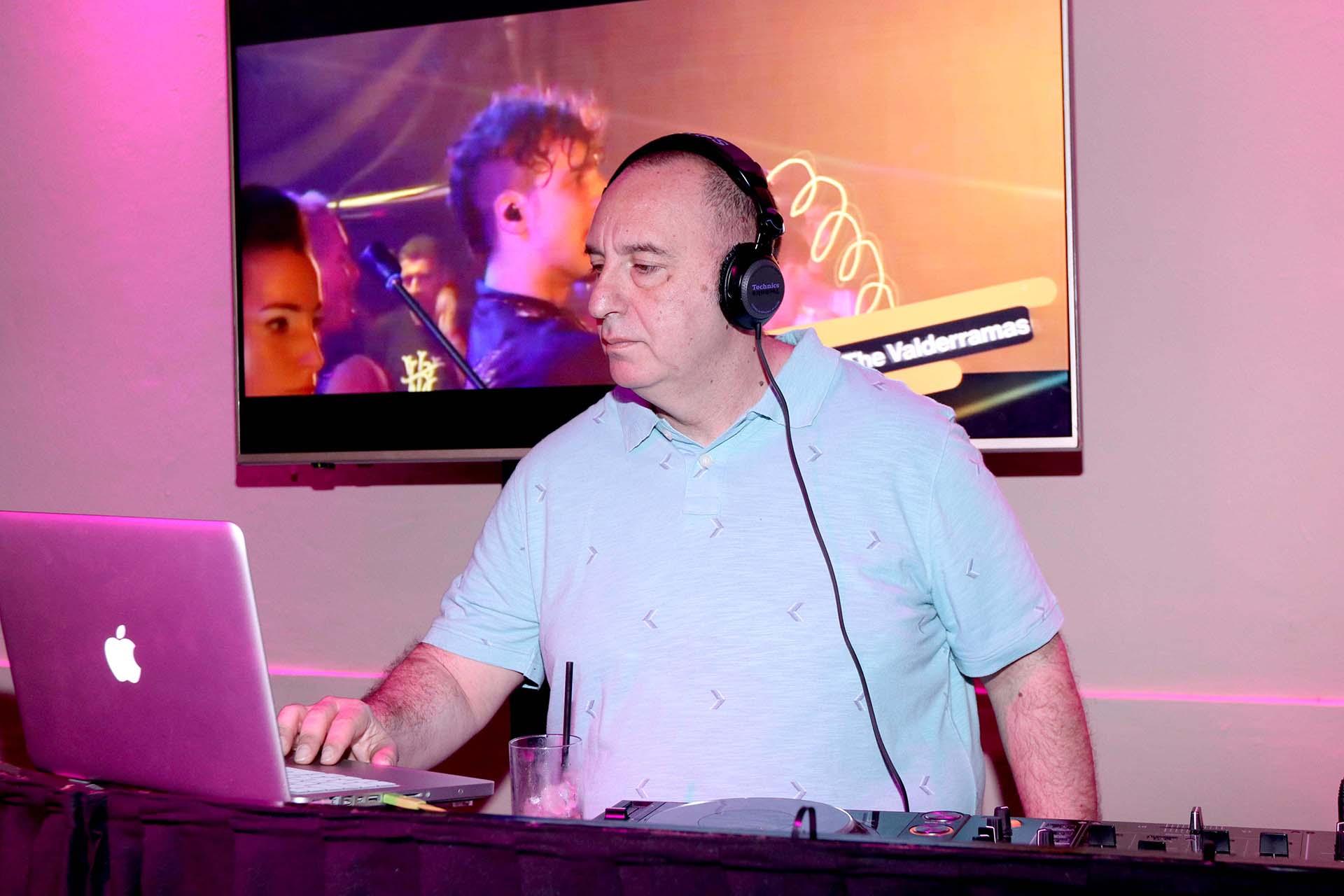 DJ Zuker a cargo de un set que duró más de dos horas