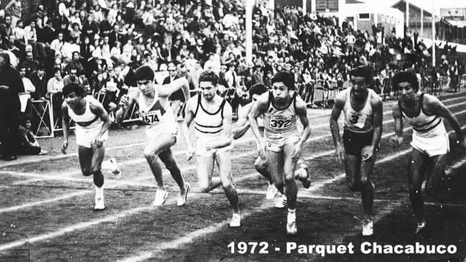 Una de las carreras en Parque Chacabuco que tuvo lugar en 1972 (Locos por Correr)