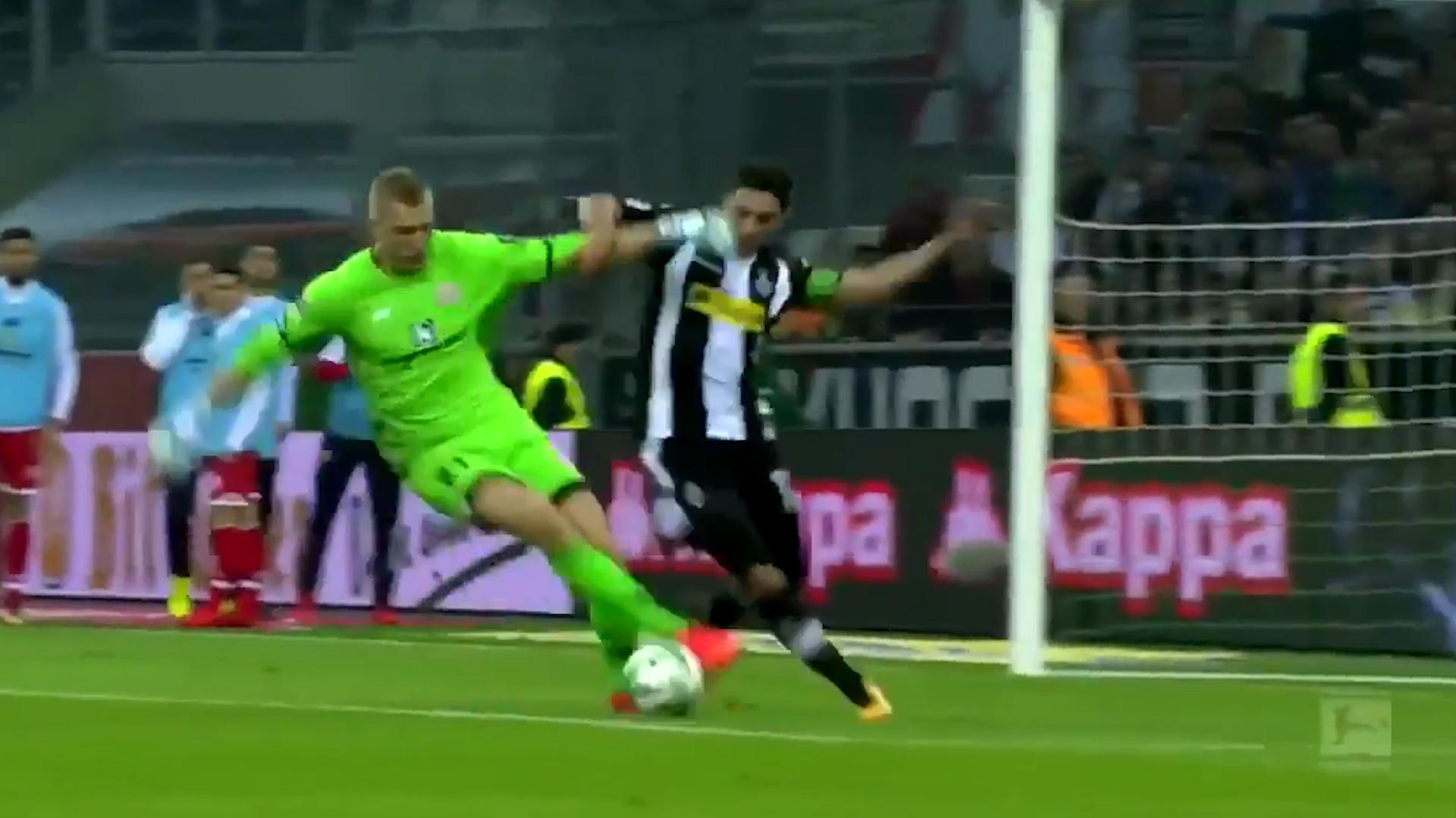 Portero de Bundesliga comete insólito error