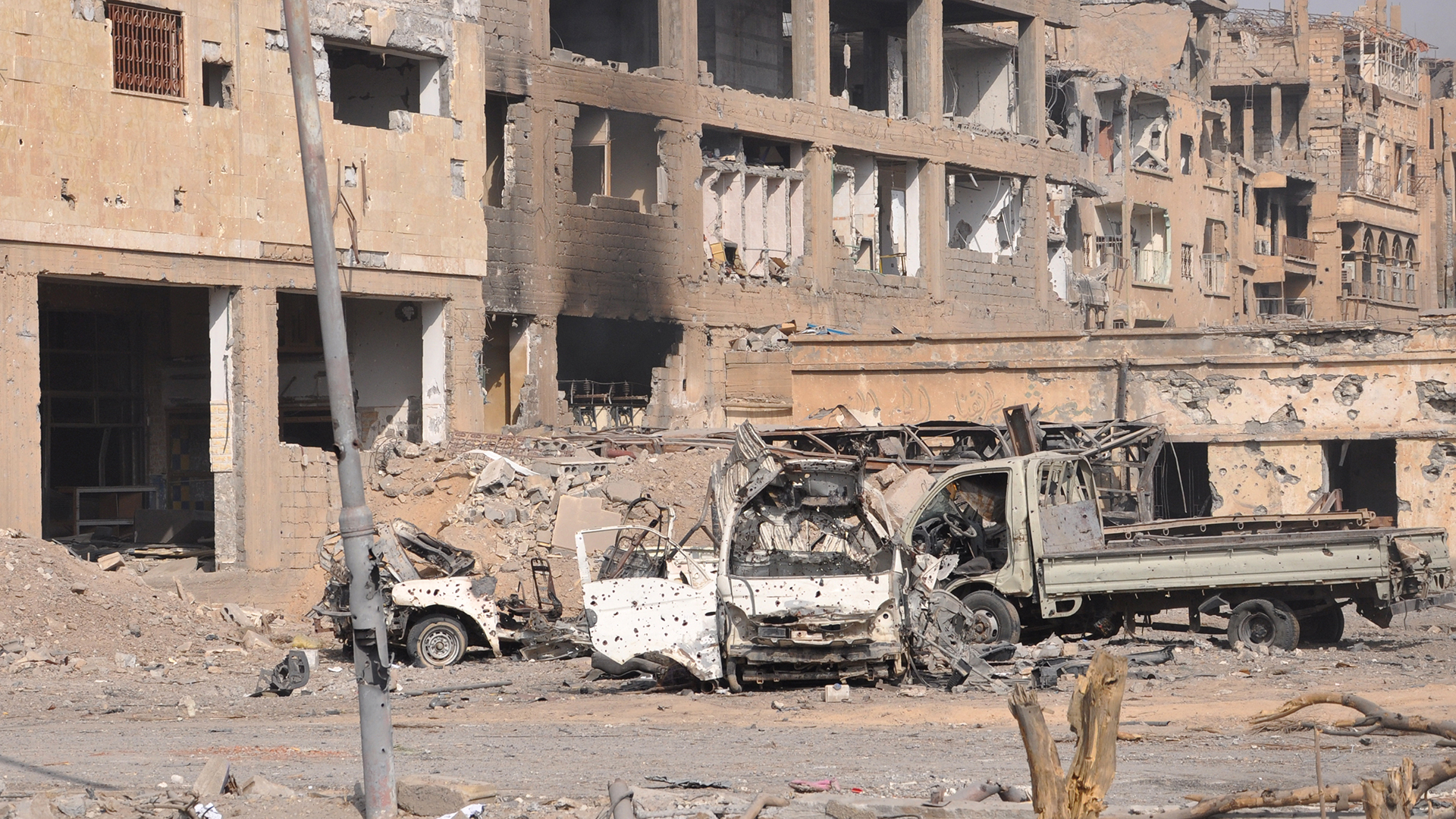 Deir Ezzor, destruida por los combates y los atentados (AFP)