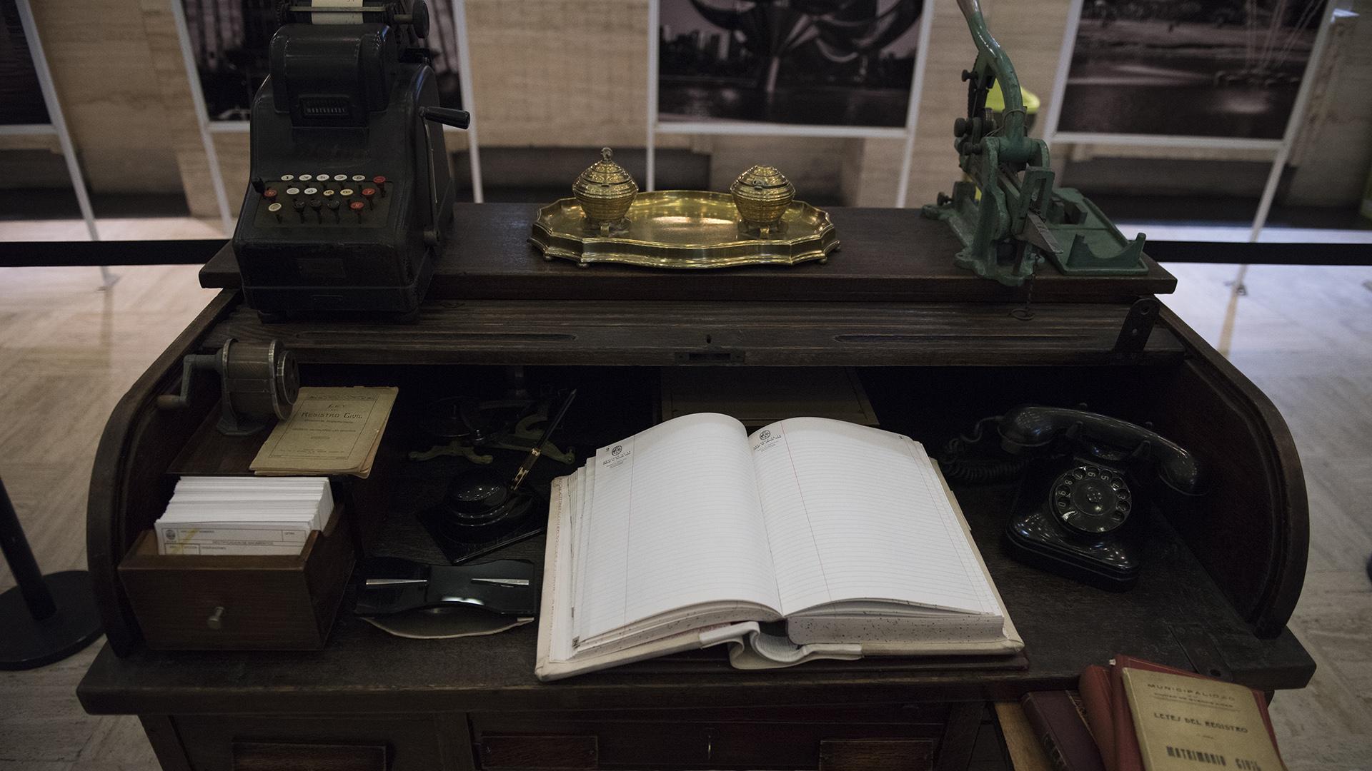 En la planta baja se desplegó el museo personal del Registro Civil con documentos únicos
