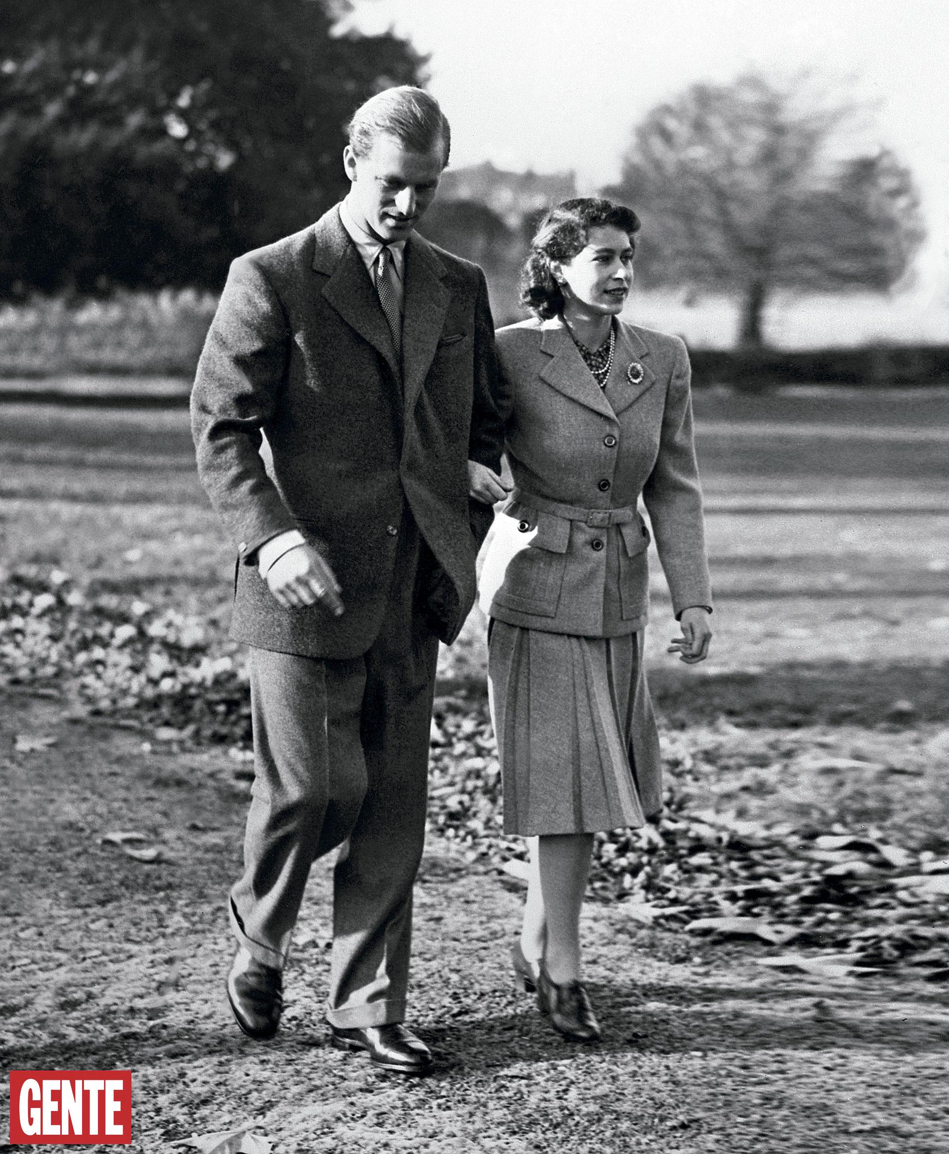 Los recién casados durante su lunade miel en Hampshire, en noviembre de1947. FOTO: AFP