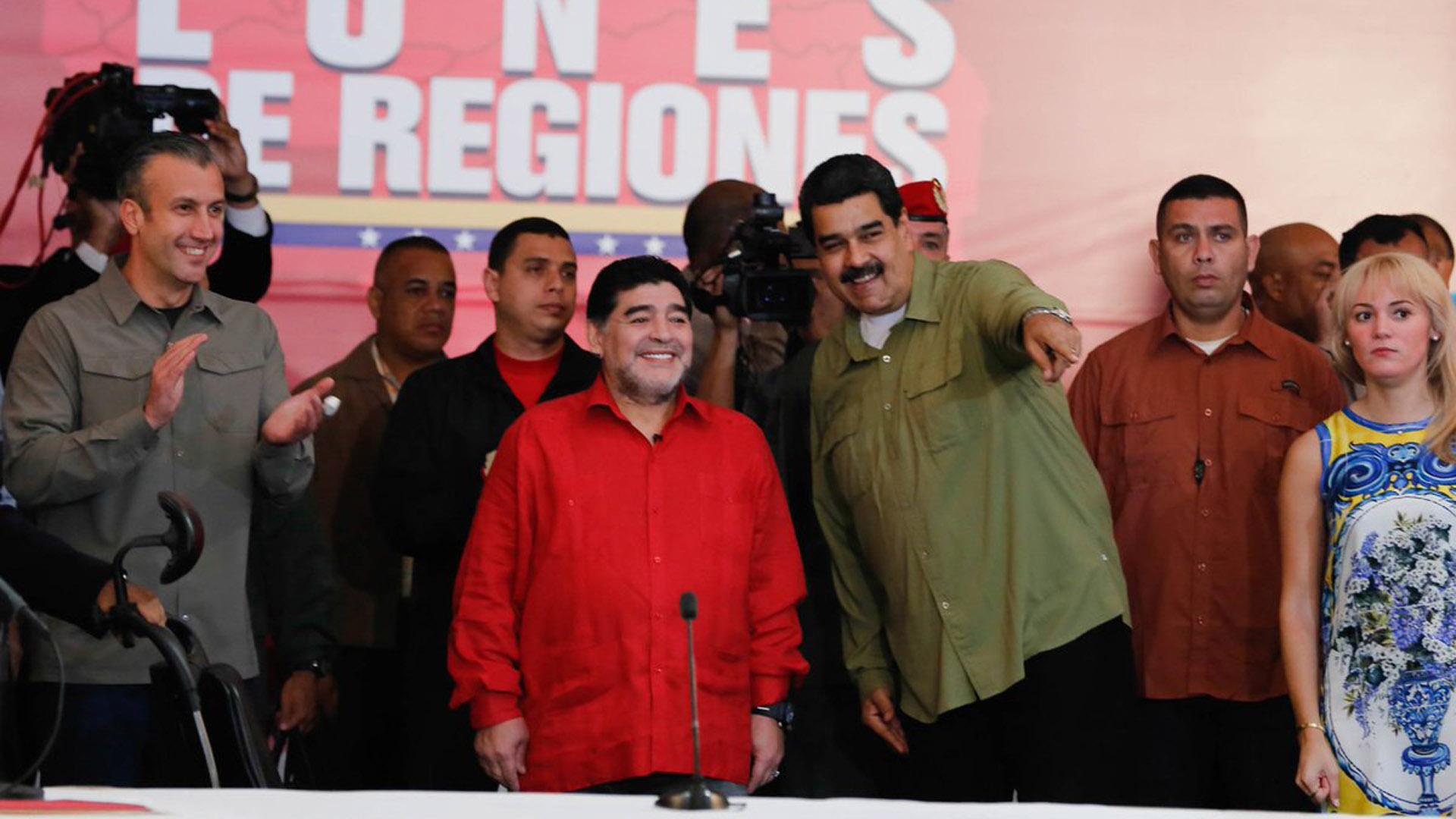 Diego Maradona junto a Nicolás Maduro