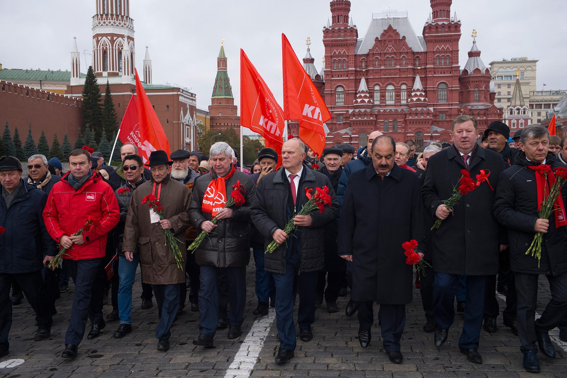 En los festejos predomina el rojo, color de las fuerzas comunistas (AP)