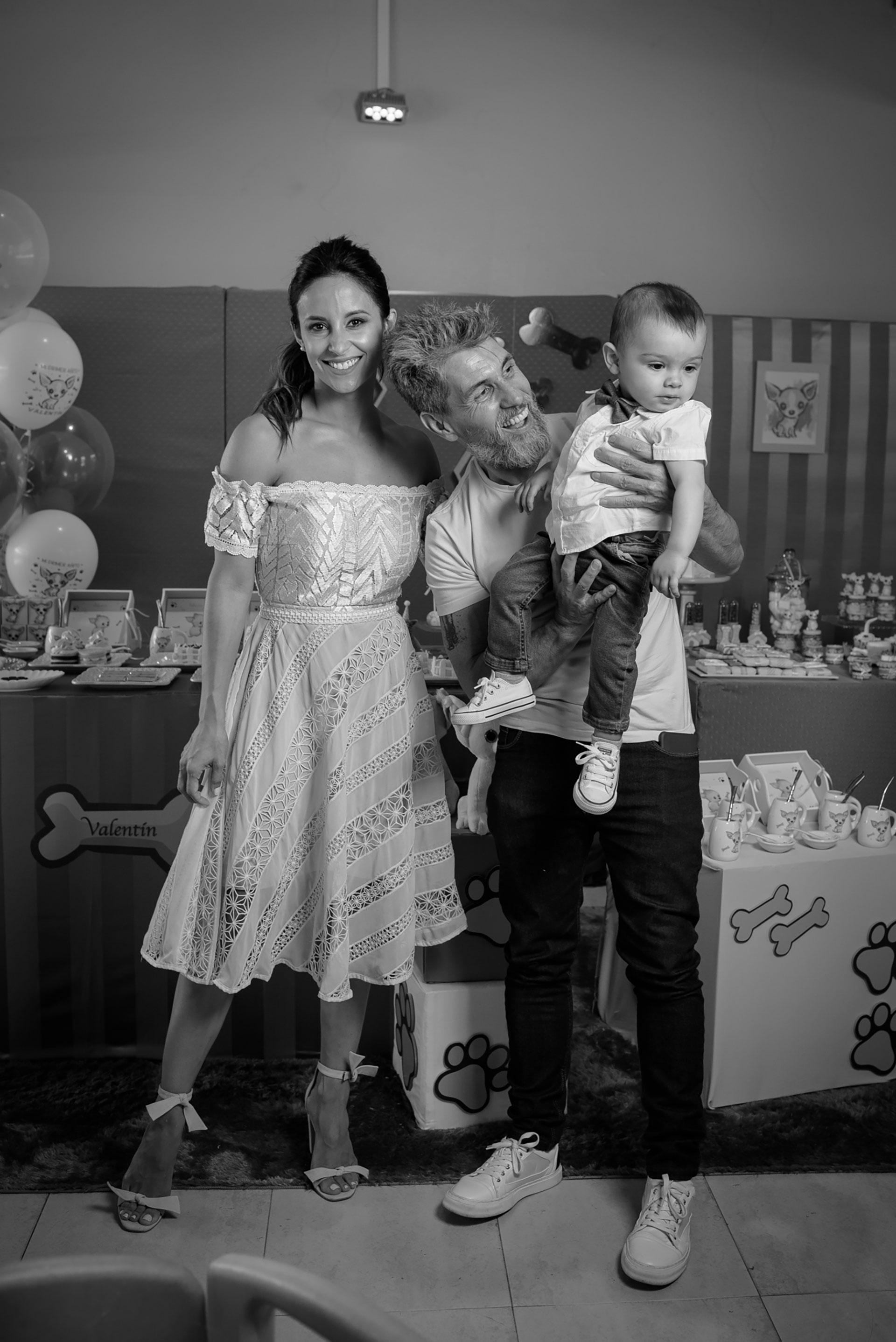 """""""Valen se portó bárbaro entre tanta gente. Es un bebé muy bueno y mimoso, pero tiene carácter, como sus papás: no le gusta cuando le decimos que no y llora cuando se cierran las puertas"""", dijo Lourdes."""