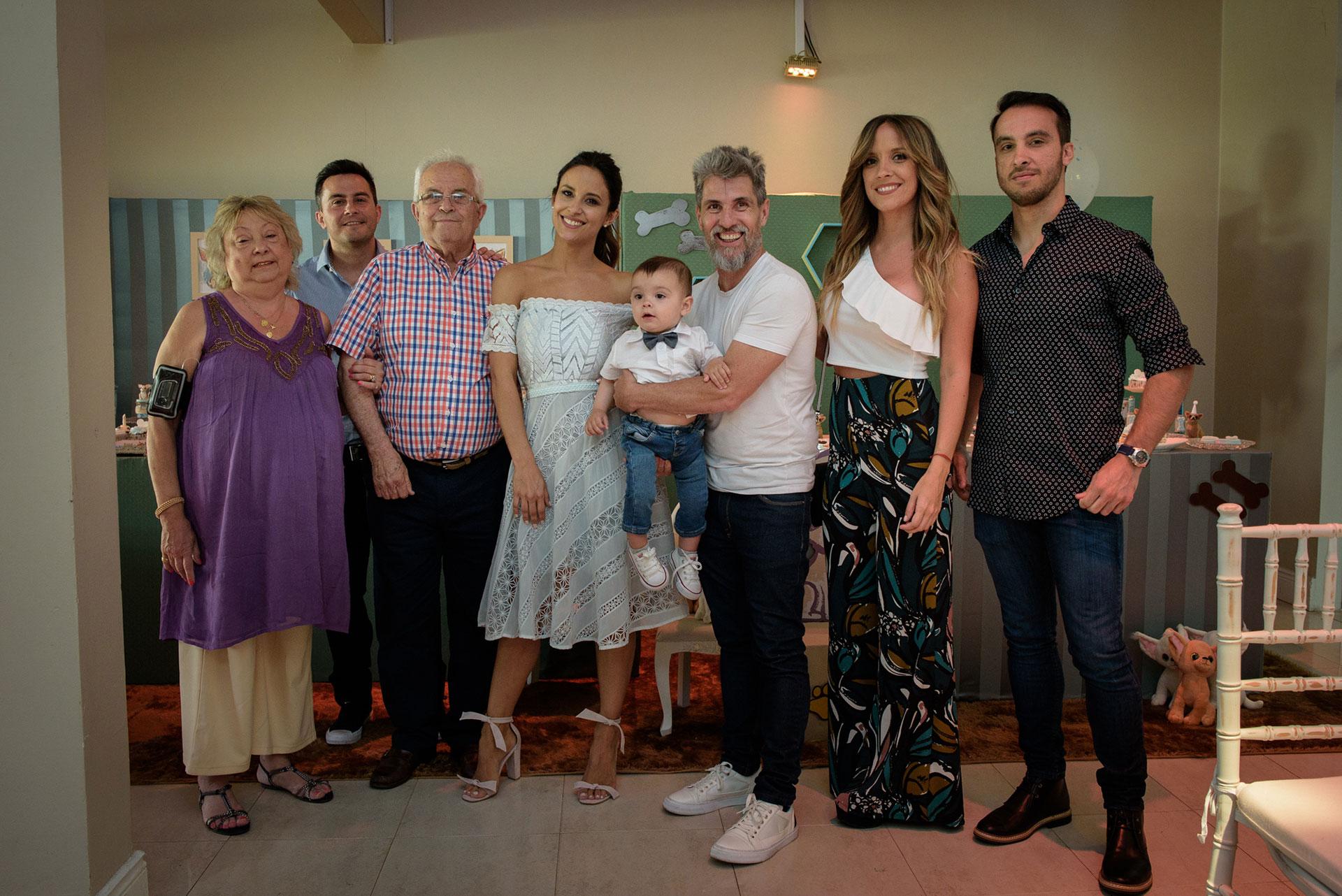 La familia de Lourdes: sus papás y hermanos, que vinieron desde Corrientes.