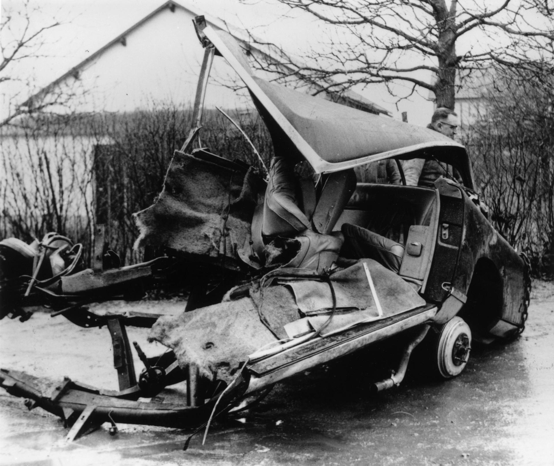 El auto donde viajaba Camus, tras fatal el accidente (Getty Images)