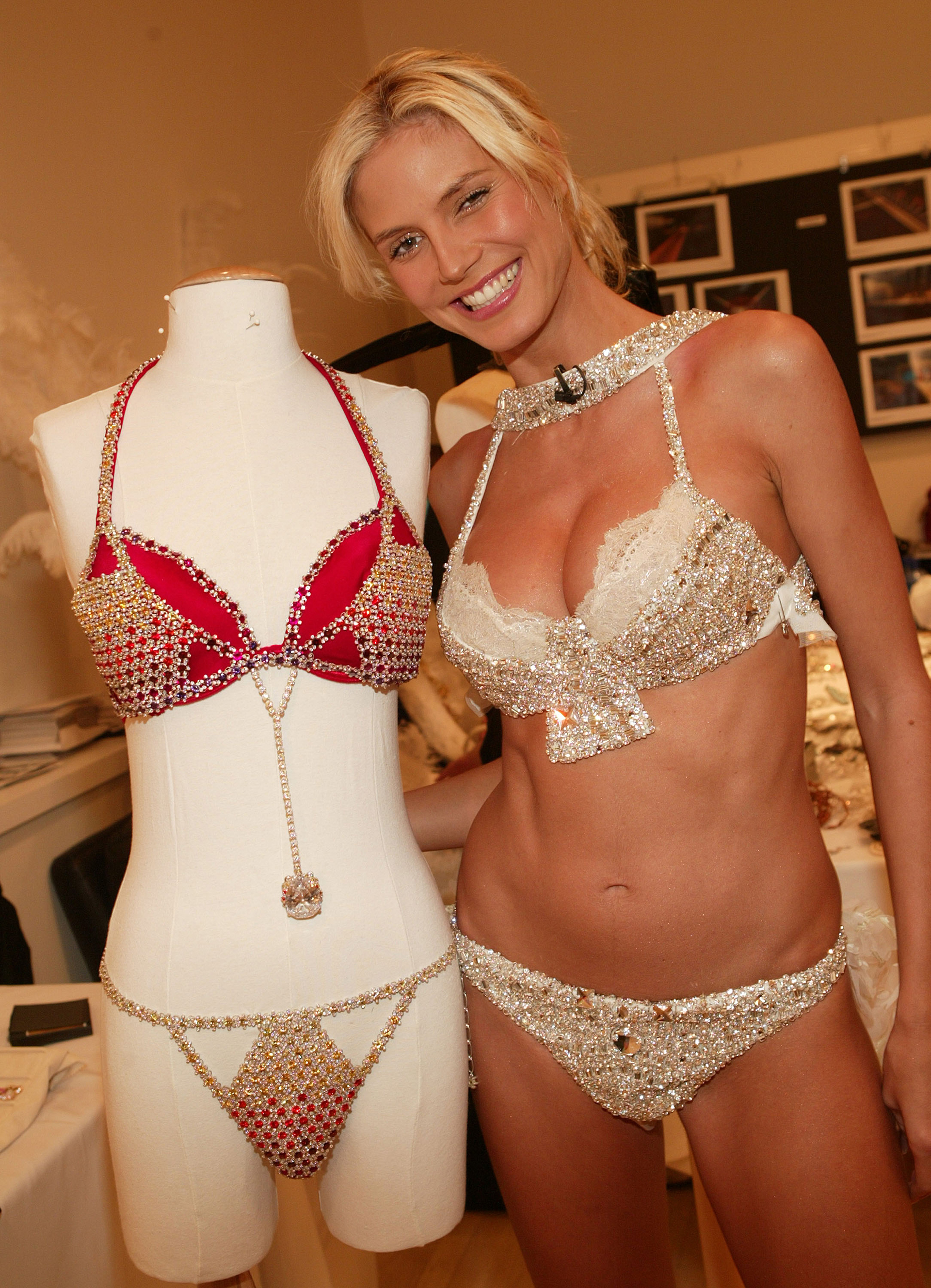 "2003: Icon of the catwalks, Heidi Klum took for the third time the fantasy bra of the firm called ""Very Sexy Fantasy Bra"".  More than 370 hours of work were needed to create this bodice.  It has 70 pieces of diamonds in the center being the second longest in the world.  Its value: USD 11,000,000."