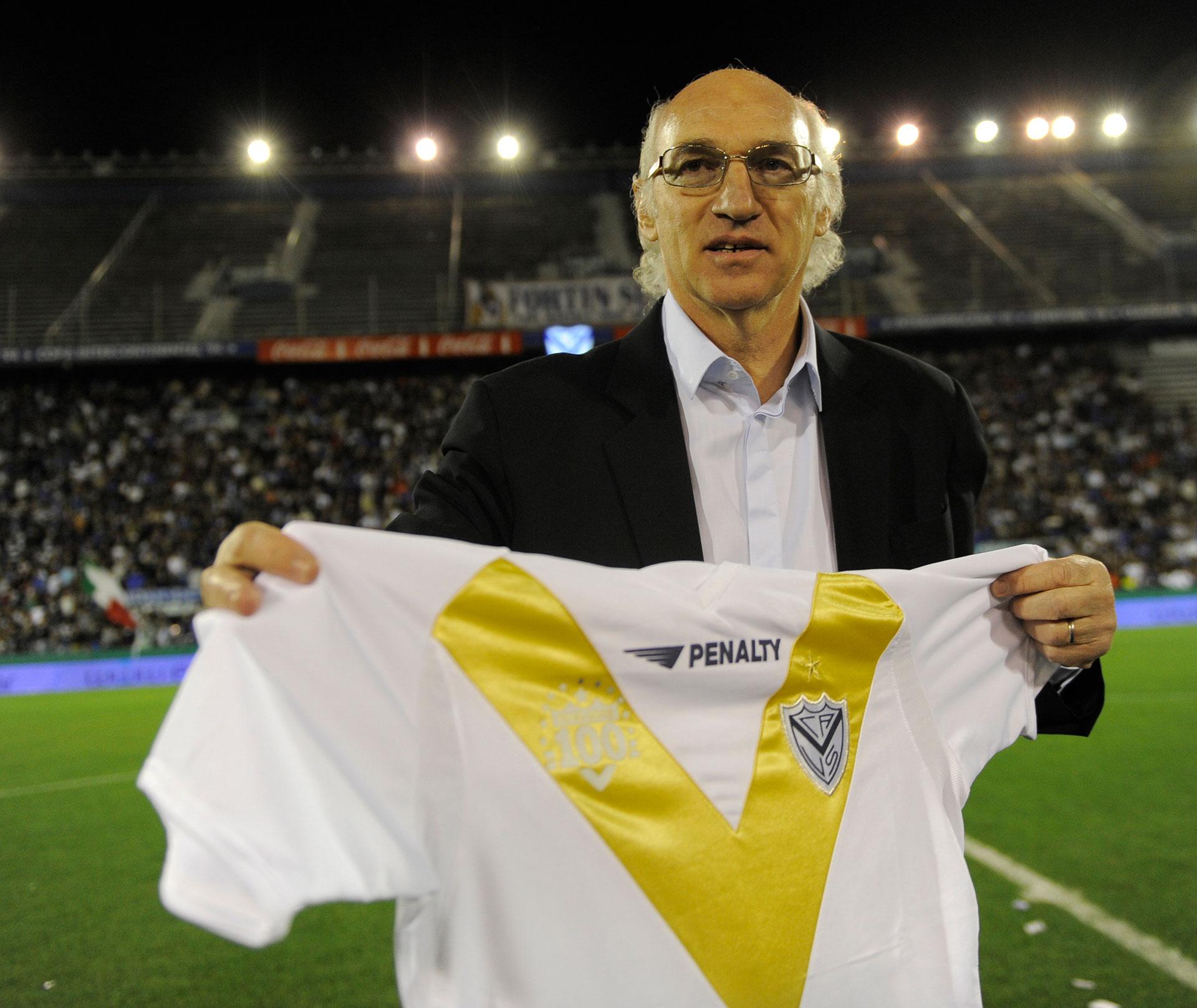 Como futbolista, en Vélez convirtió 206 goles. Luego, como entrenador, ganó seis títulos.