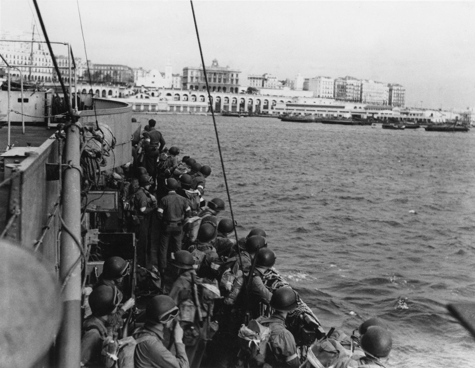 Tropas de Estados Unidos se aproximan a Algiers (Keystone/Hulton Archive/Getty Images)