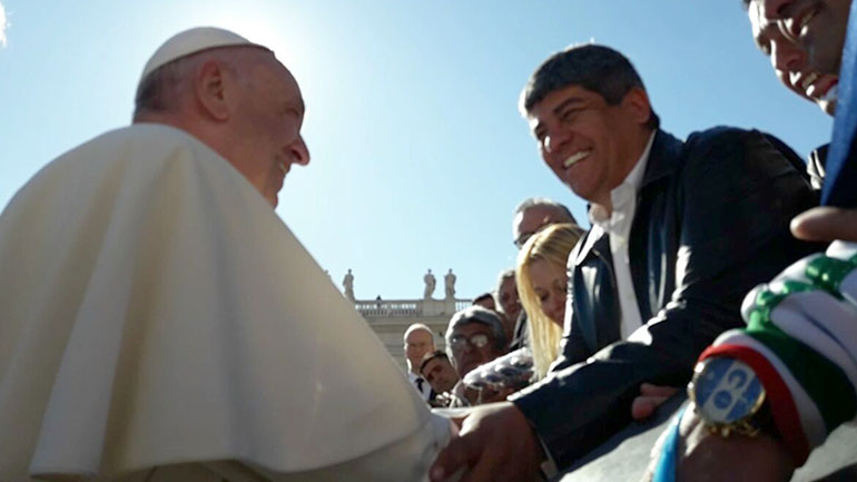 8 de noviembre de 2017. Encuentro en el Vaticano entre el papa Francisco y Pablo Moyano. El Sumo Pontífice saludó al secretario general del gremio Camioneros durante la tradicional audiencia de los miércoles en la plaza San Pedro