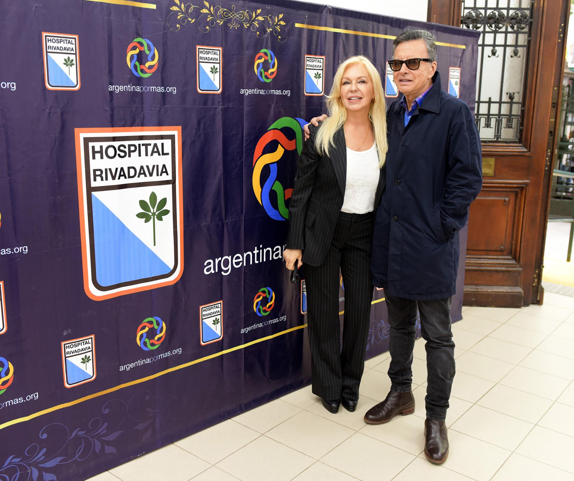 Invitado por la Fundación Argentina Por Más a beneficio del Hospital Bernardino Rivadavia y que preside Diana Chugri, Palito Ortega recorrió las instalaciones del nosocomio, saludó a los pacientes y visitó las areas que ya fueron remodeladas, con lo recaudado en los eventos a beneficio de esa institución