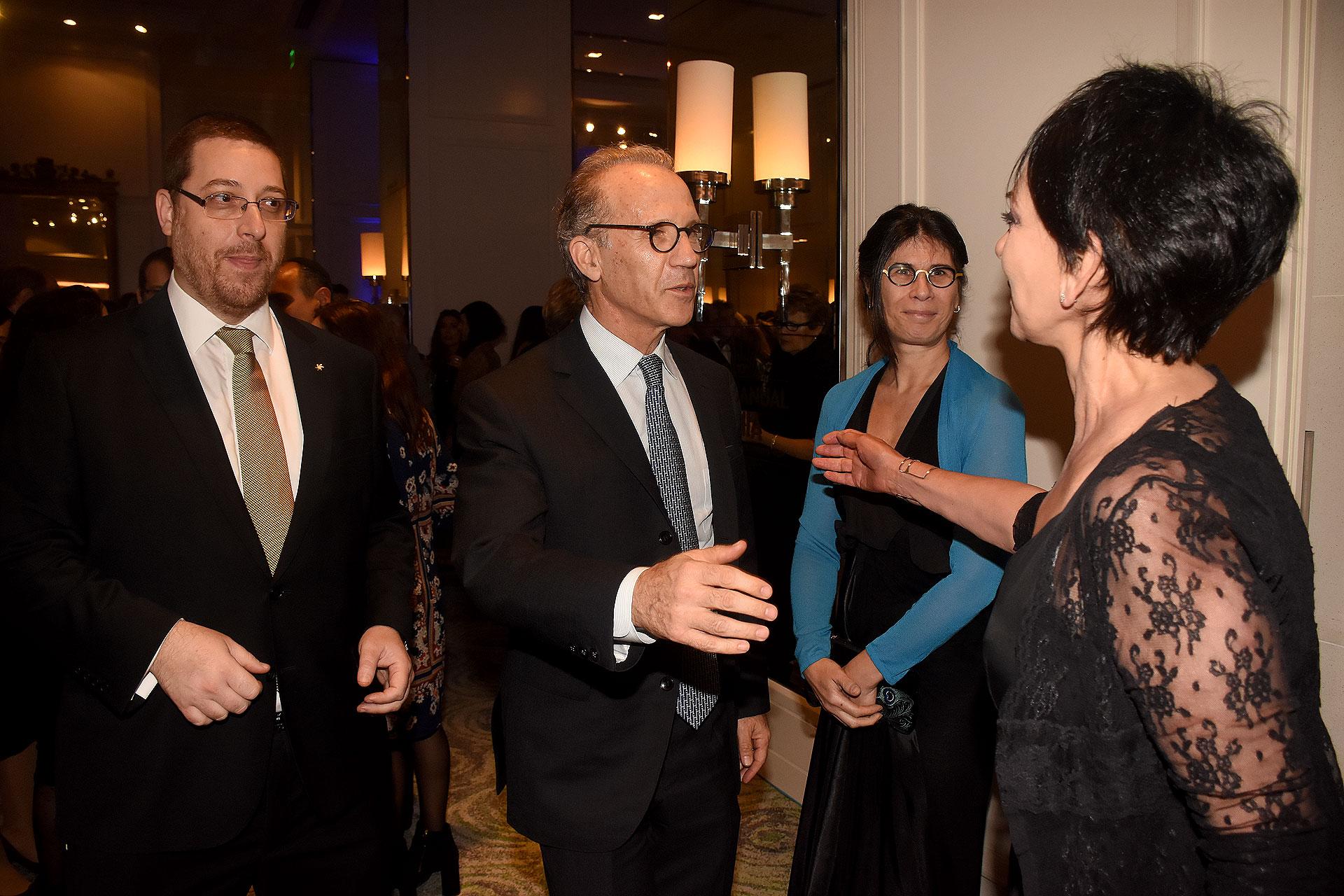La llegada de Carlos Rosenkrantz, juez de la Corte Suprema de Justicia de la Nación, acompañado por su mujer, Agustina Cavanagh