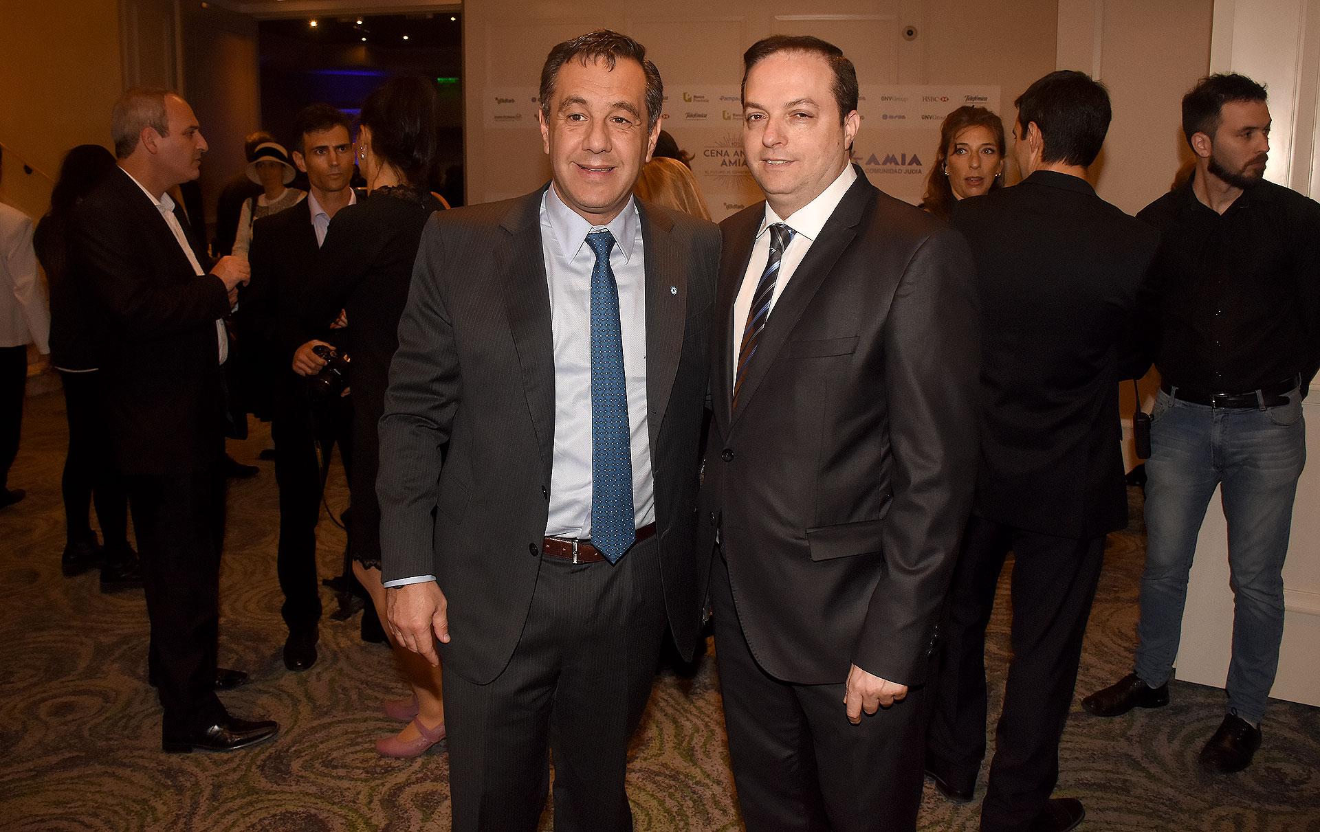 El ministro de Educación, Alejandro Finocchiaro, y el presidente de la DAIA, Ariel Cohen Sabban