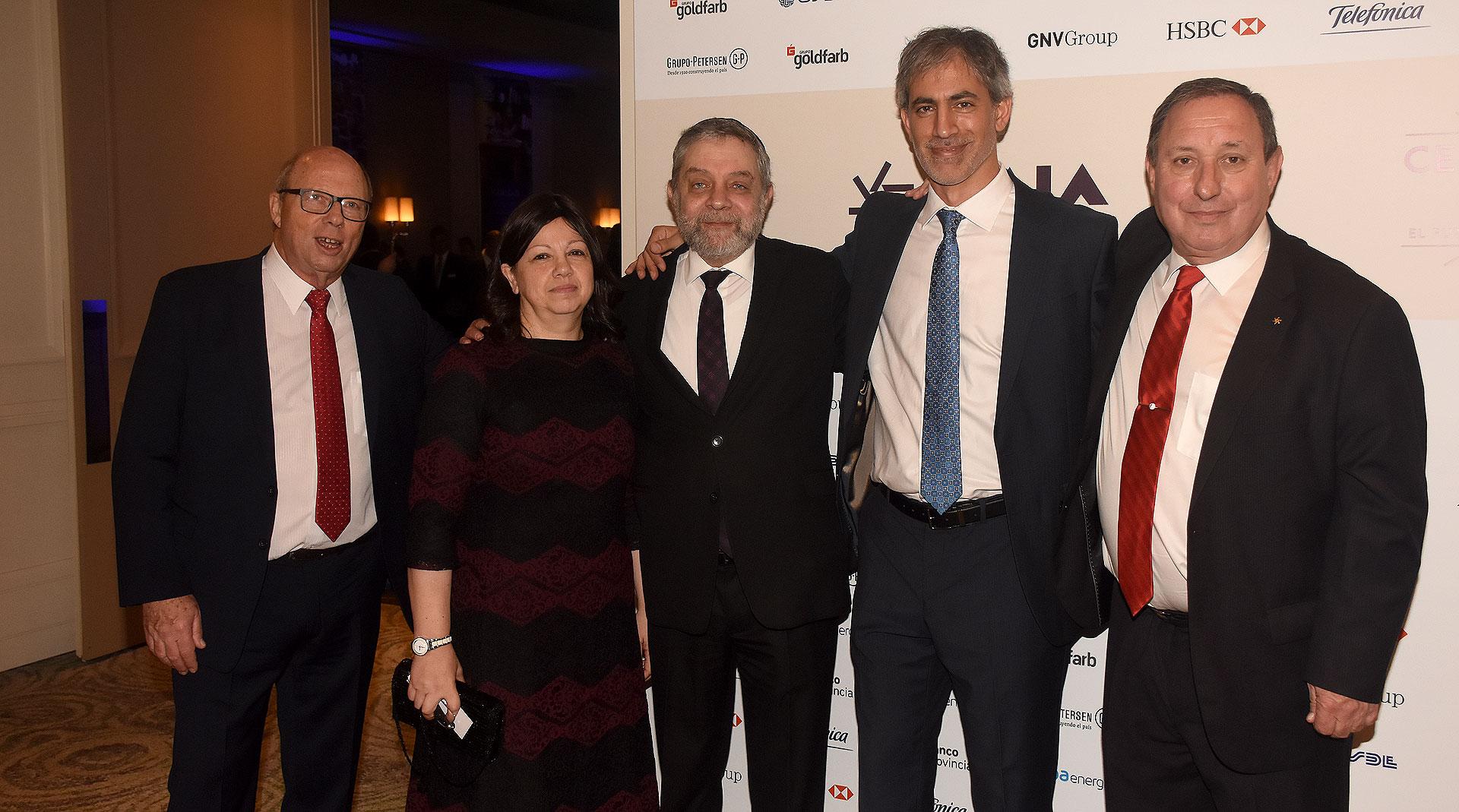 Mario Sobol, ex secretario general de AMIA; Leonardo Jmelnitzky, ex presidente de AMIA, y su mujer; el abogado Miguel Bronfman y el secretario de actas de AMIA, Gabriel Gutesman