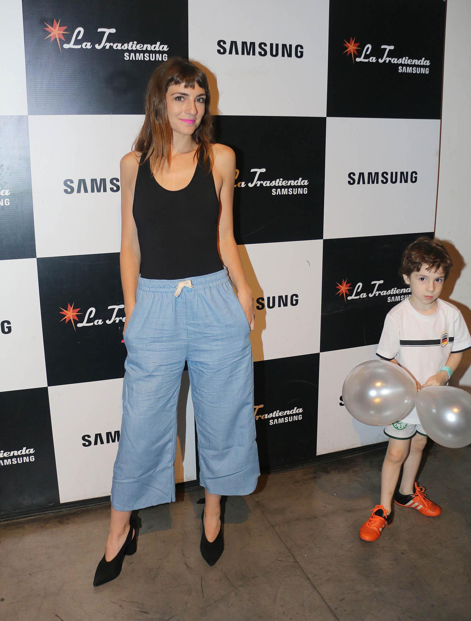 Julieta Zylberberg y su hijo, Luis (Verónica Guerman)