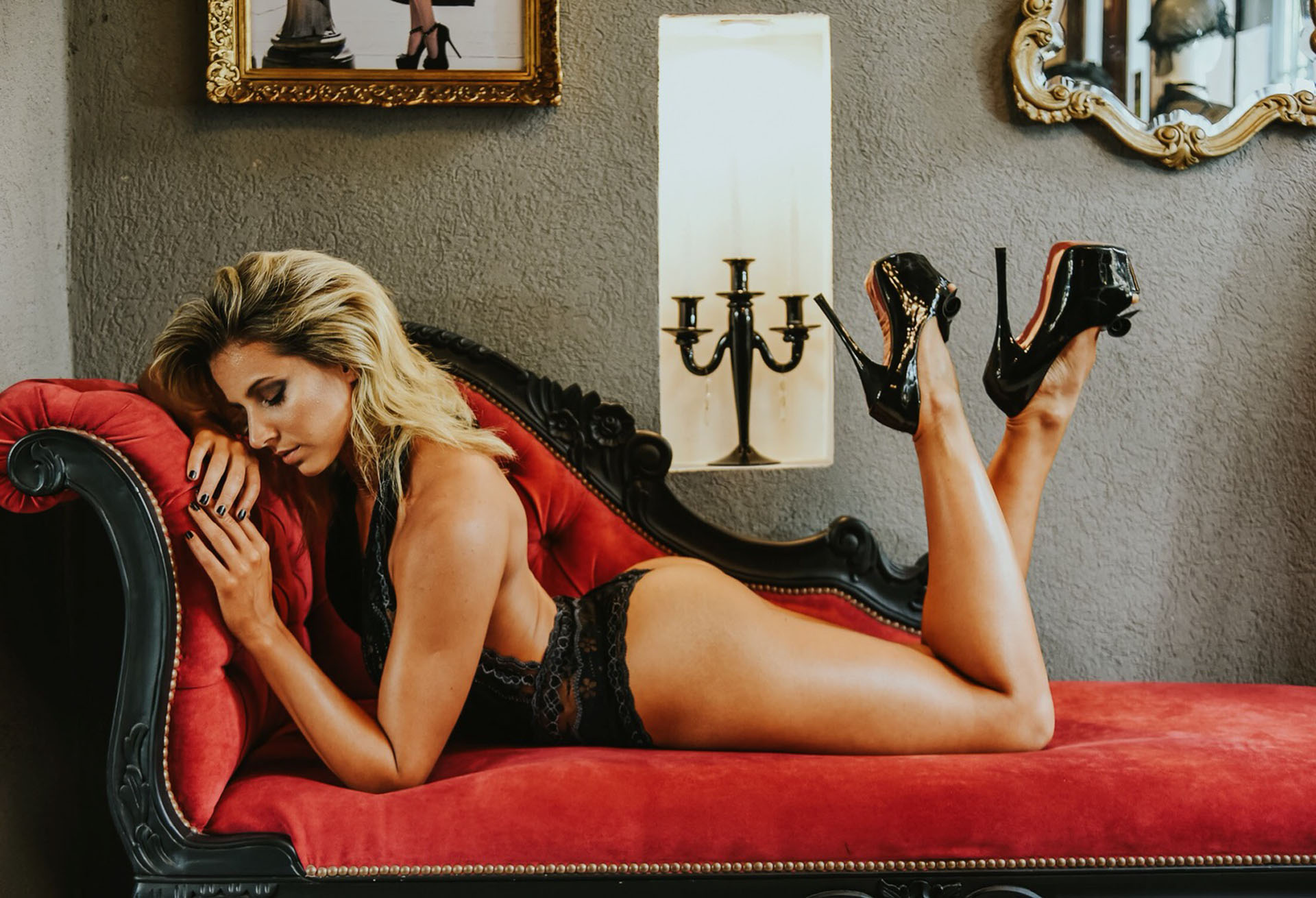 Flor Nigro tiene 29 años y se crió en Villa Lugano. Muy sexy, desplegó toda su sensualidad para esta producción (Fotos: Melanie Flach / Make up: Daniel Di Franco / Peinado: Fefe Robledo / Lencería: Mussa Íntima)