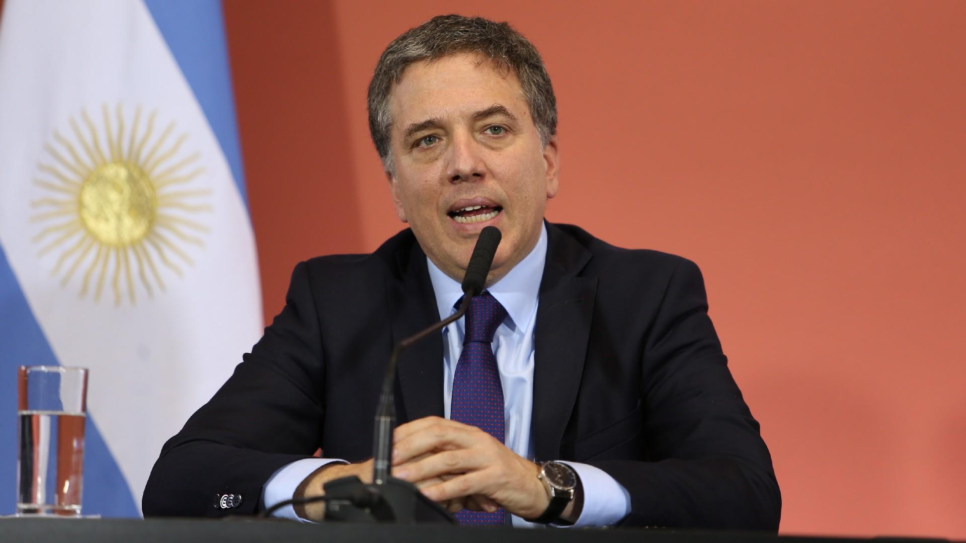 El ministro Nicolás Dujovne logra cumplir con la meta primaria, pero no logra dominar el resultado final por el costo del financiamiento (Nicolás Aboaf)