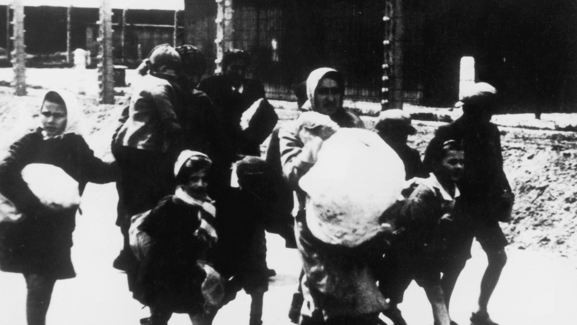 En algunos casos los nazis seleccionaban prisioneros para ser enviados a campos de trabajo o para realizar experimentación médica