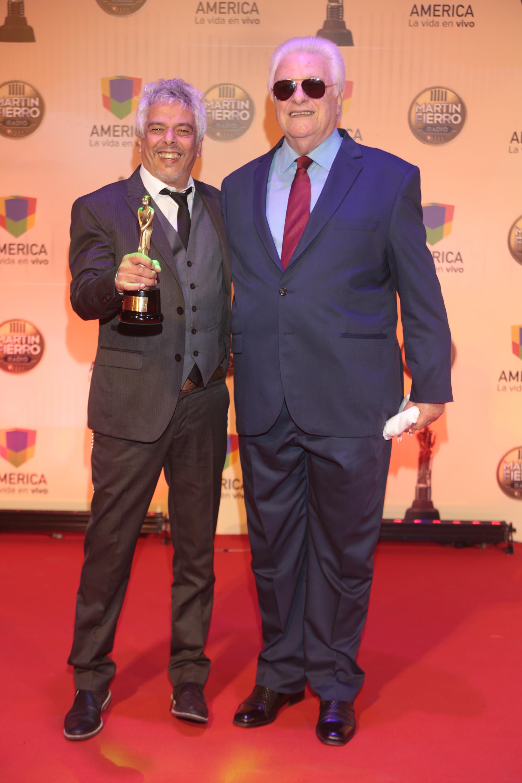 """Mejor programa Nocturno AM: """"Mirá Lo Que Te Traje"""" (Hector Larrea, Bobby Flores, Radio Nacional)"""