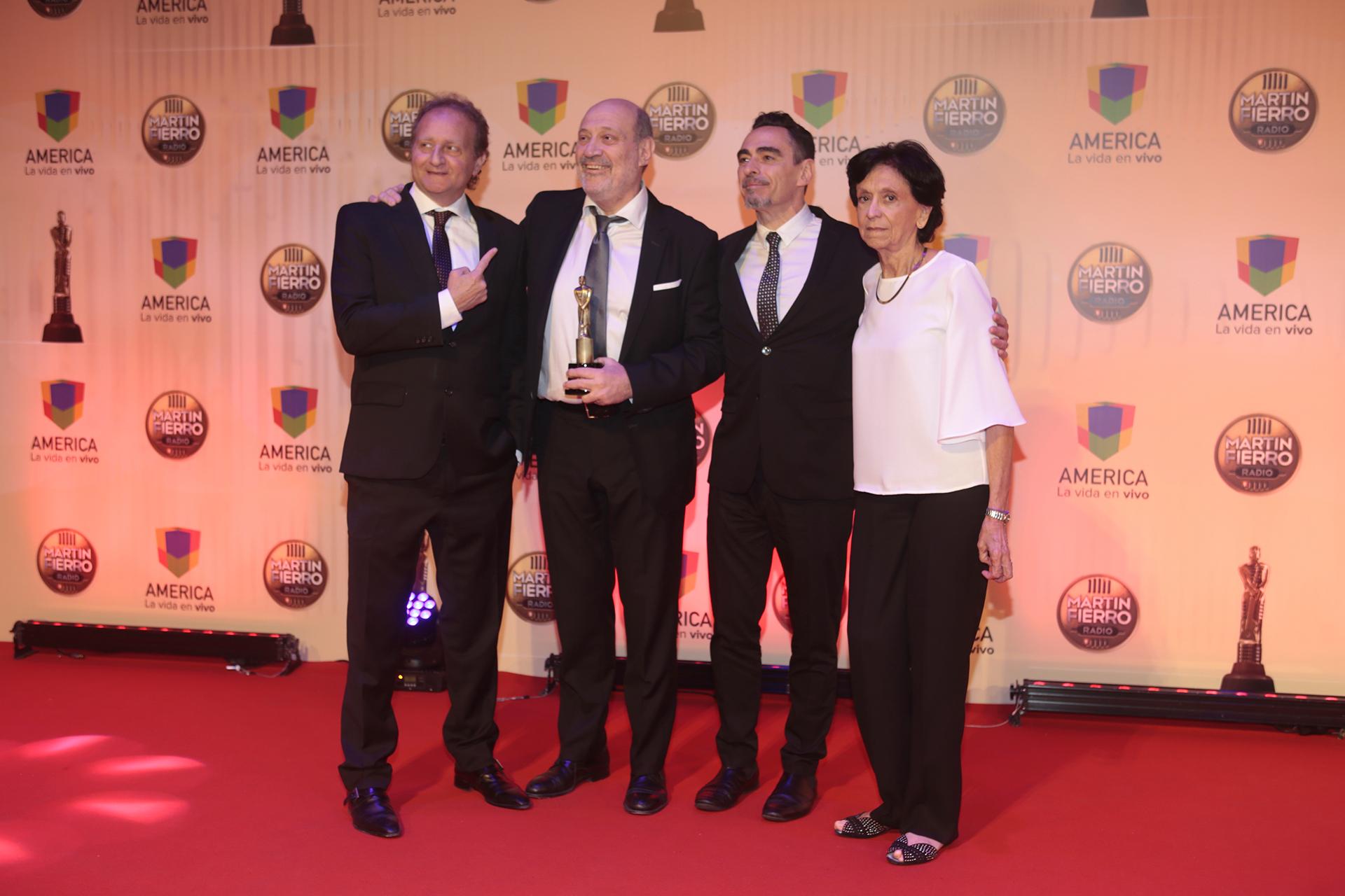 """Alfredo Leuco y el equipo de """"Le doy mi palabra"""" (Radio Mitre), """"Mejor Periodístico en AM"""""""