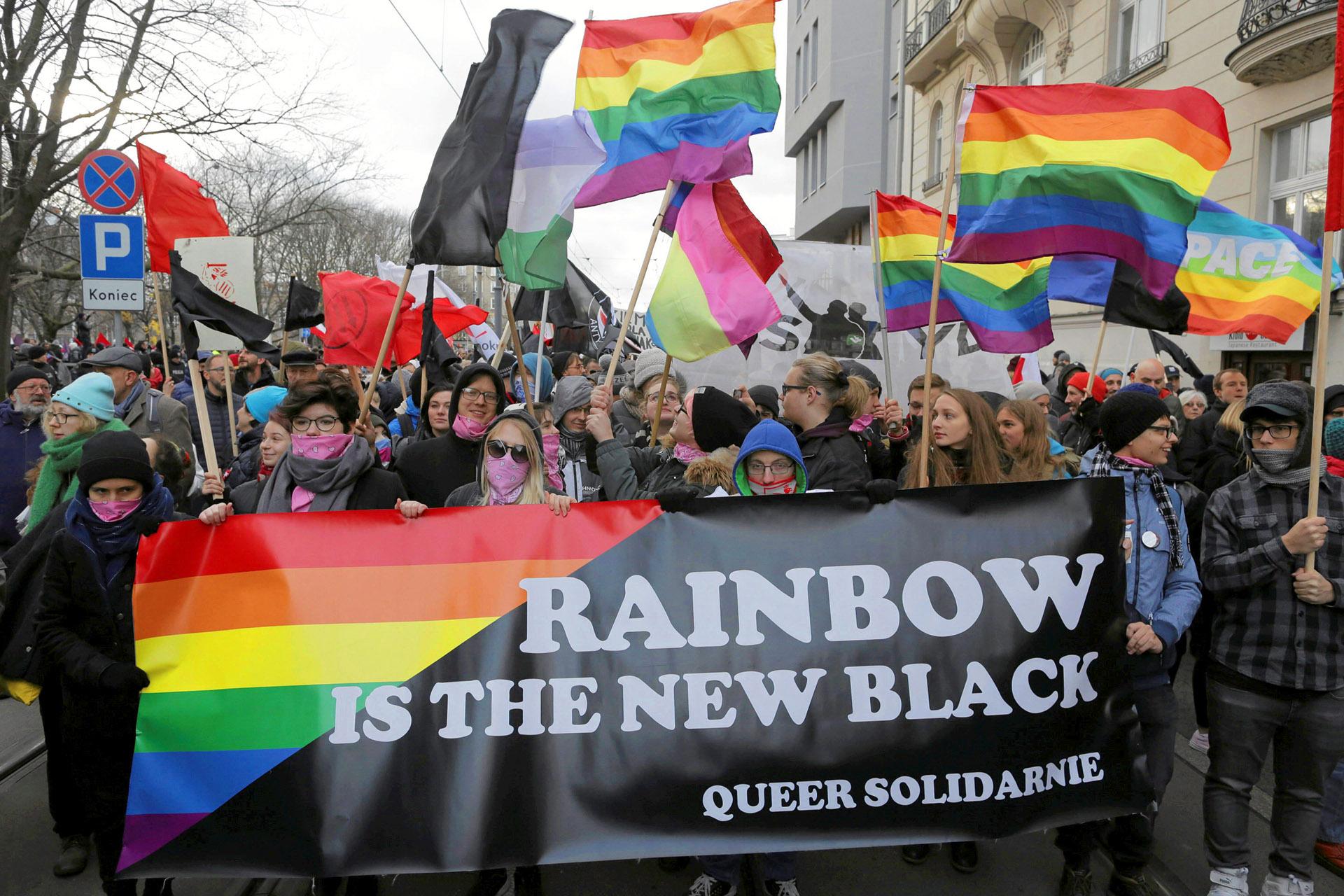 También se celebraron en Varsovia otras dos manifestaciones, menos numerosas, organizadas por grupos antifascistas y partidos de la oposición