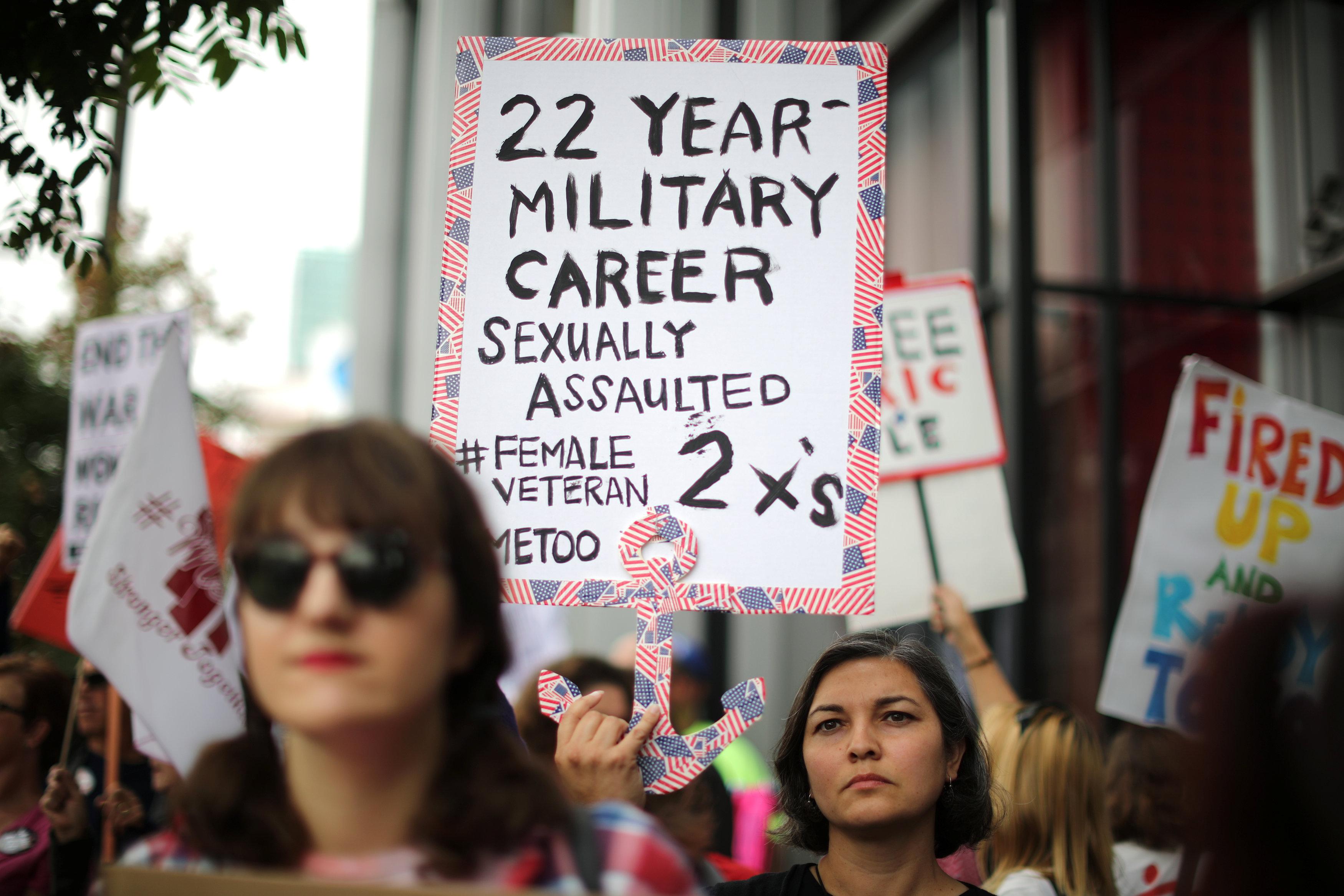 Arlene Rios, 40, dice que fue agredida sexualmente dos veces en la Marina (REUTERS/Lucy Nicholson)