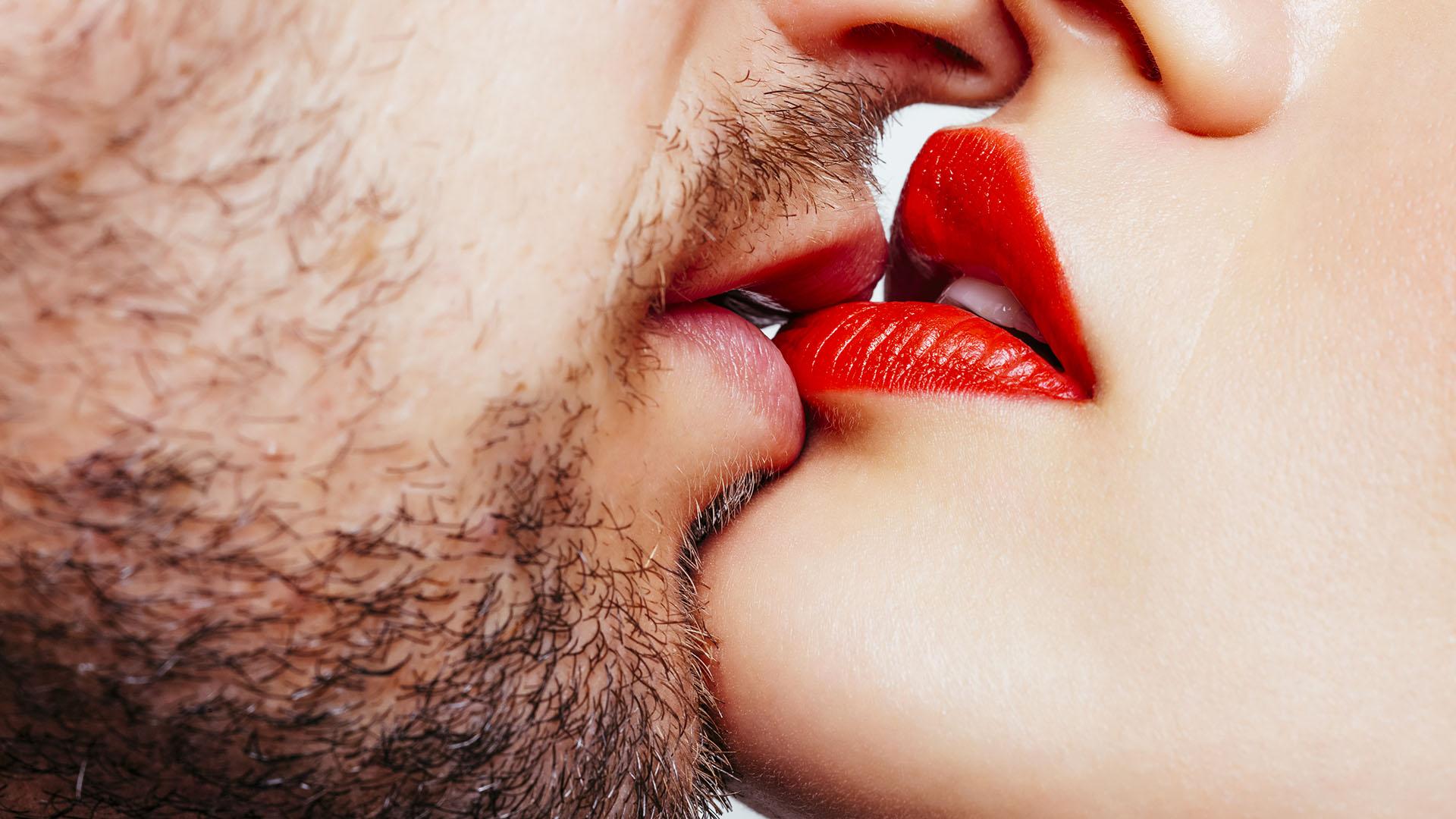 Más allá de los regalos materiales, una buena idea es encontrar otra manera de compartir este día en pareja (Getty)