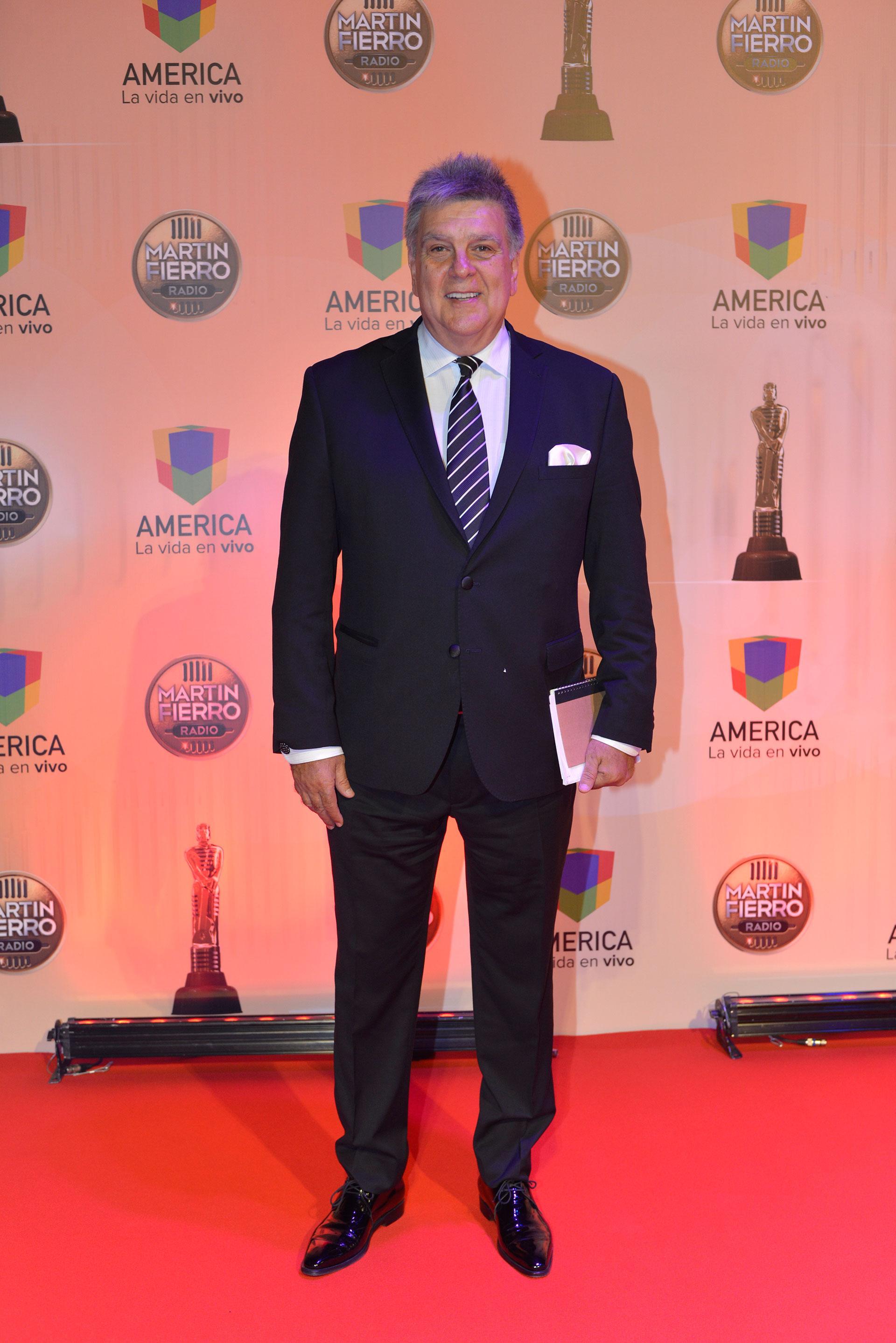 Luis Ventura , presidente de APTRA, lució un traje clásico.
