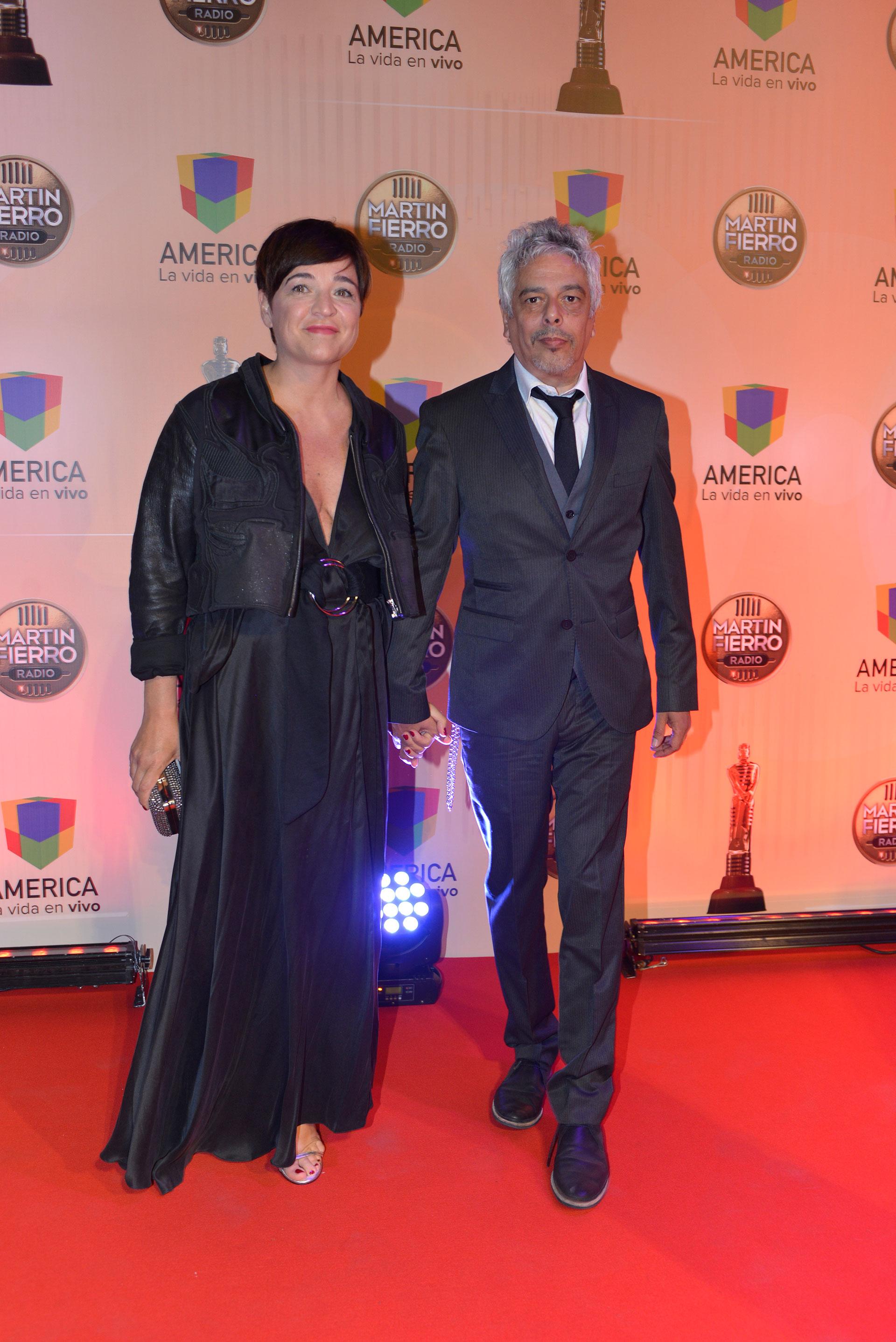 Bobby Flores, director de Radio Nacional, y su mujer.
