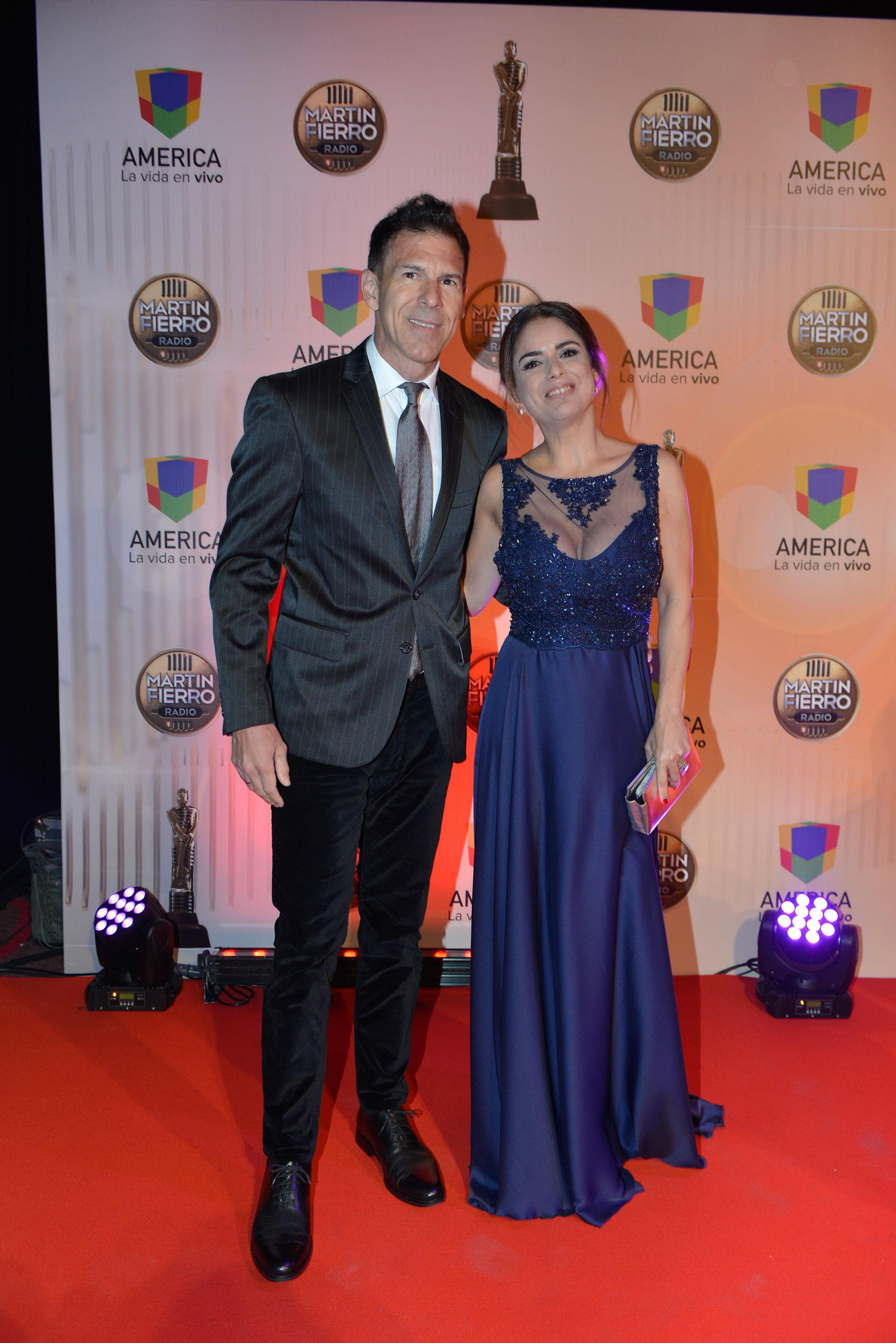 Marina Calabró, que ganó como Mejor Columnista de Espectáculos por su labor en Lanata sin filtro, junto a su novio, Martín Albrecht.