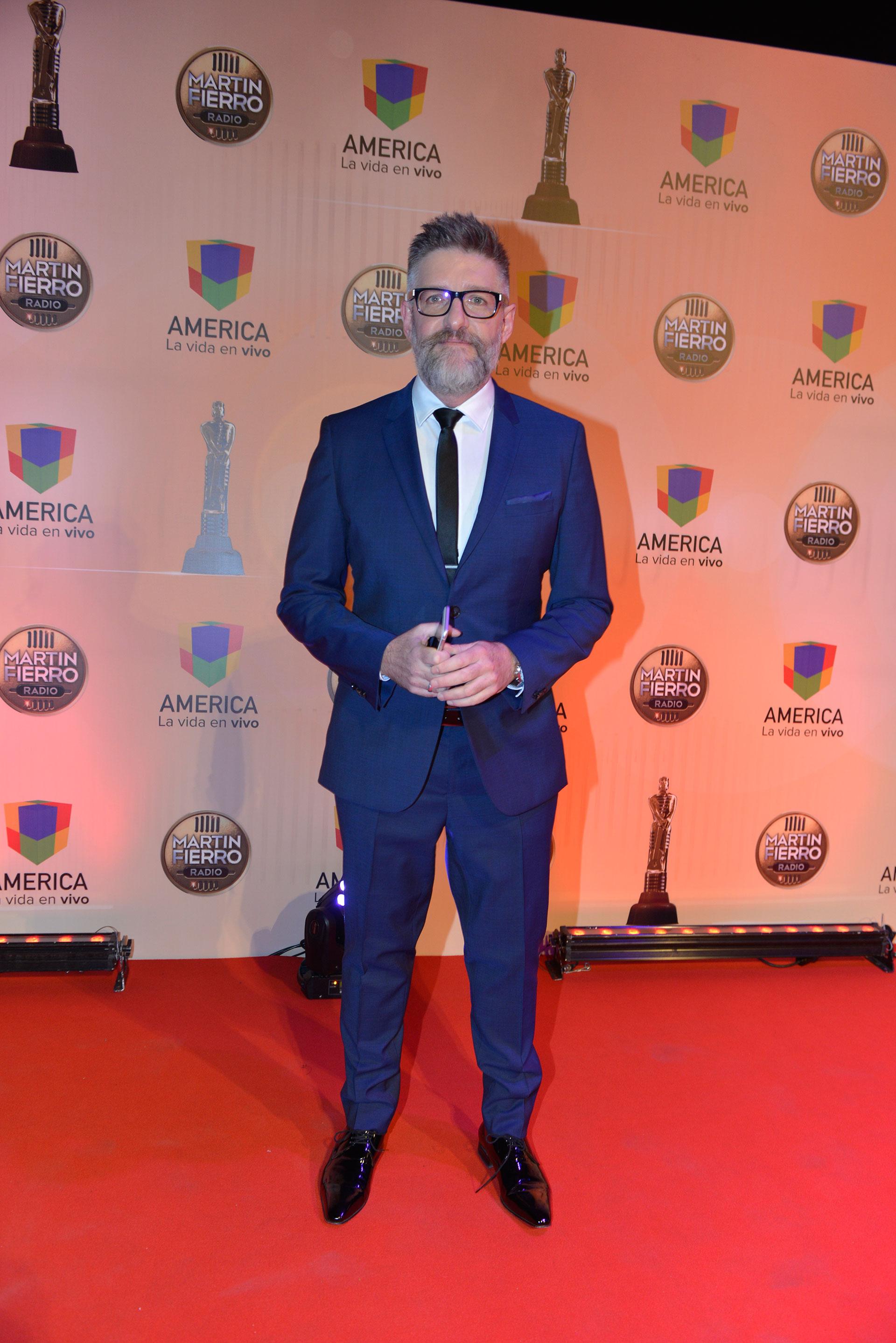 """Luis Novaresio, el gran ganador. Se llevó el Martín Fierro de Oro por su programa """"Novaresio 910"""" por La Red."""