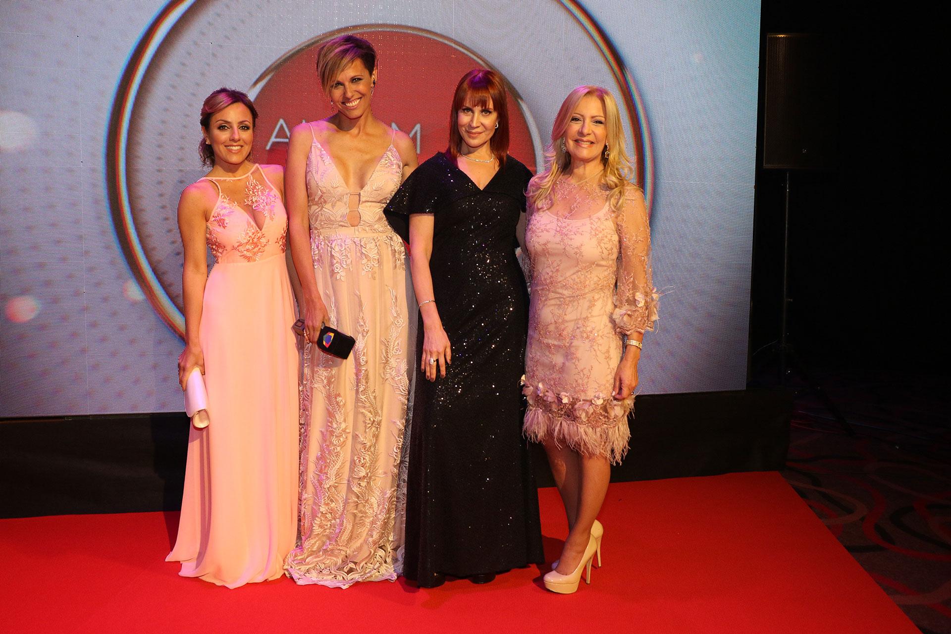 Cora Debarbieri, Denise Dumas, Matilda Blanco y Susana Roccasalvo, elegantísimas.